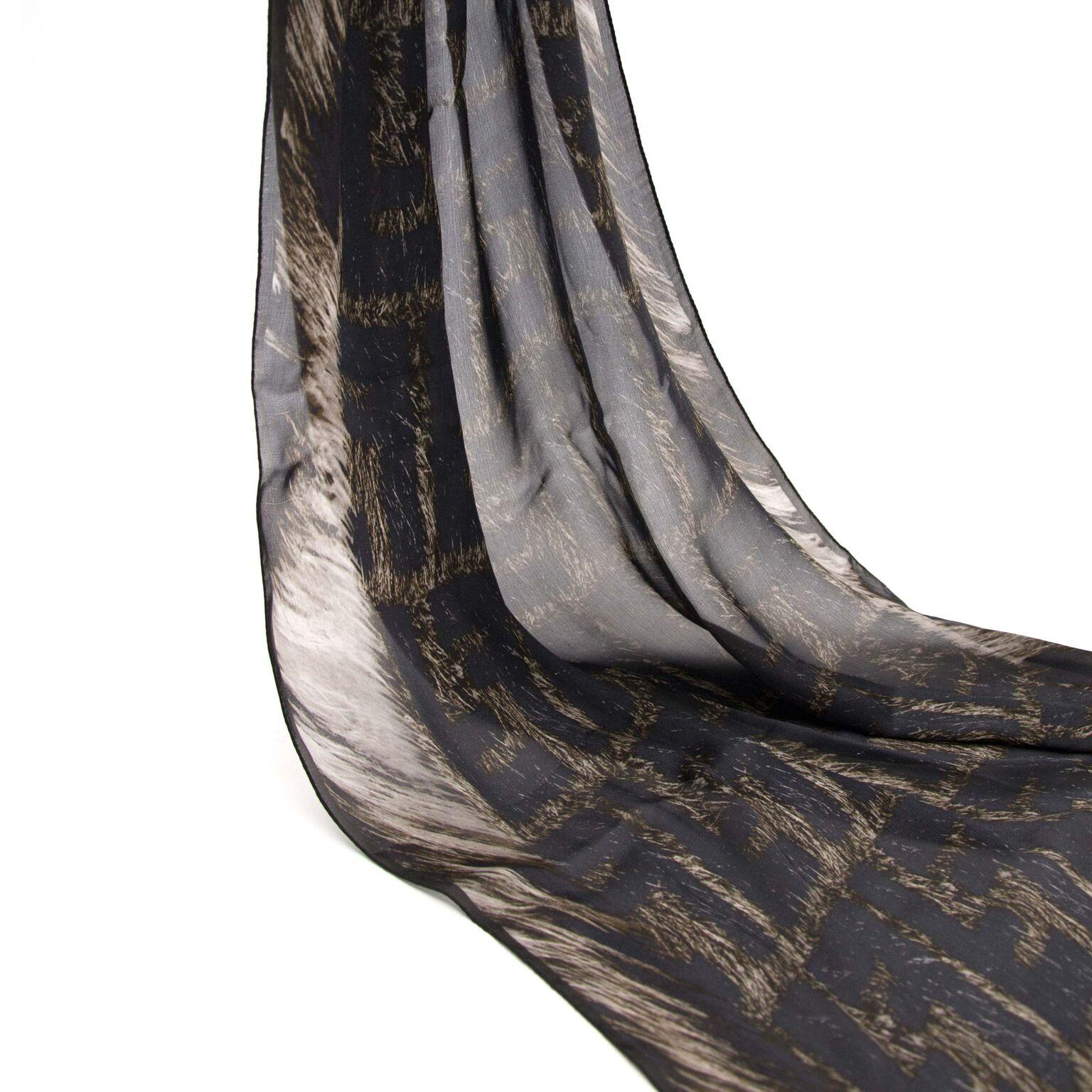 Prachtige sjaal van Fendi nu te koop op labellov.com