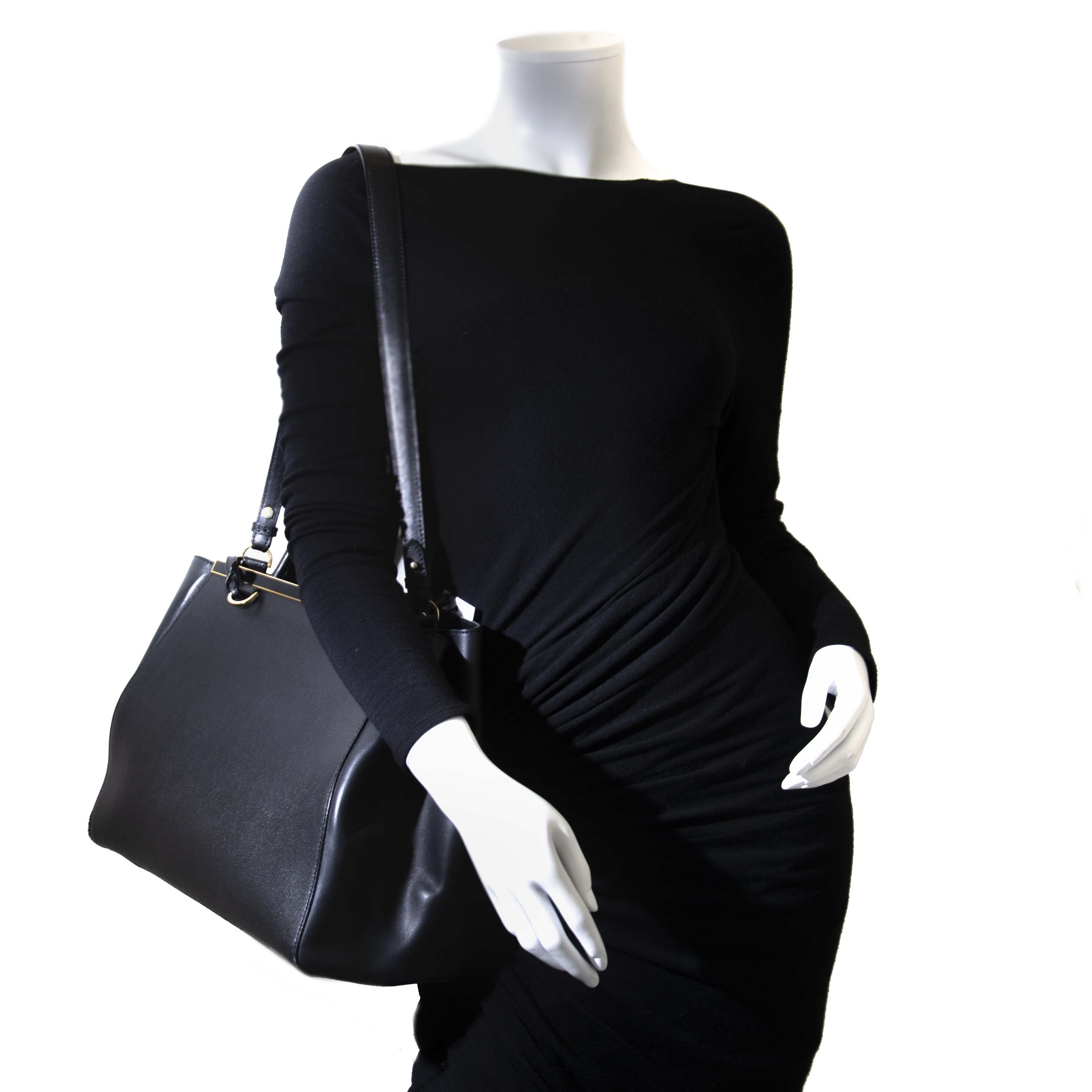 op zoek naar een Fendi 2Jours Black Medium Textured-Leather Top Handle? vindt al uw designer handtassen bij labellov.com