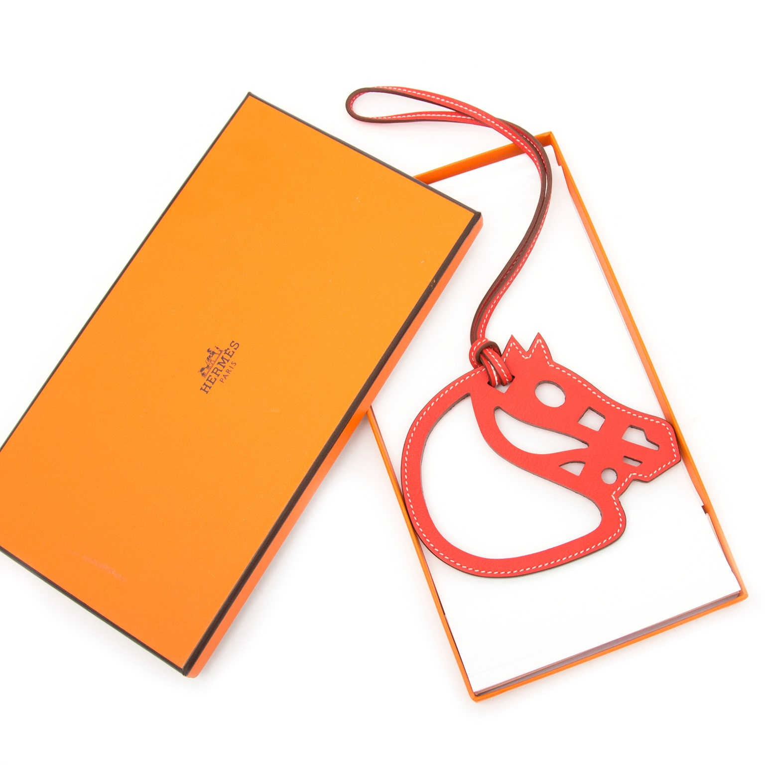 Vintage Hermès red leather ornament for the best price at Labellov webshop. Safe and secure online shopping with 100% authenticity. Vintage Hermes red ornament en cuir pour le meilleur prix.