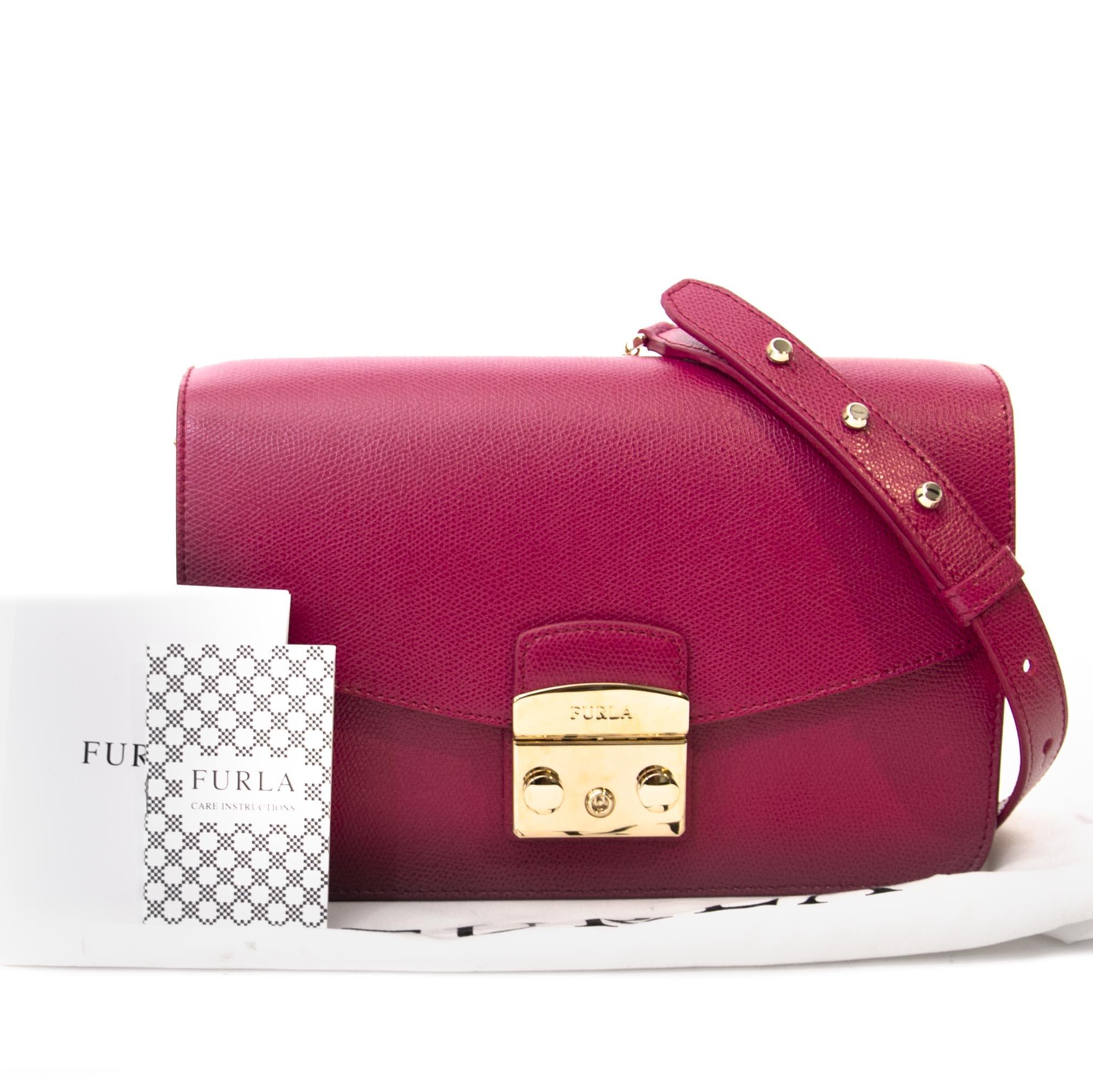 Koop tweedehands Furla schoudertas aan de juiste prijs bij LabelLOV vintage webshop