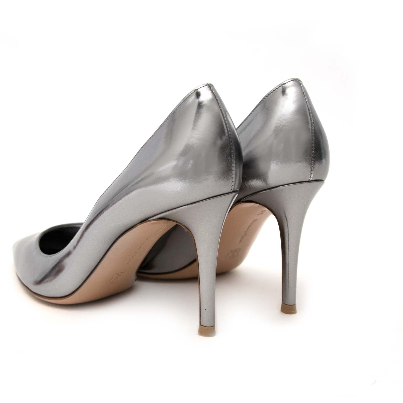 buy secondhand Gianvito Rossi metallic pumps at labellov