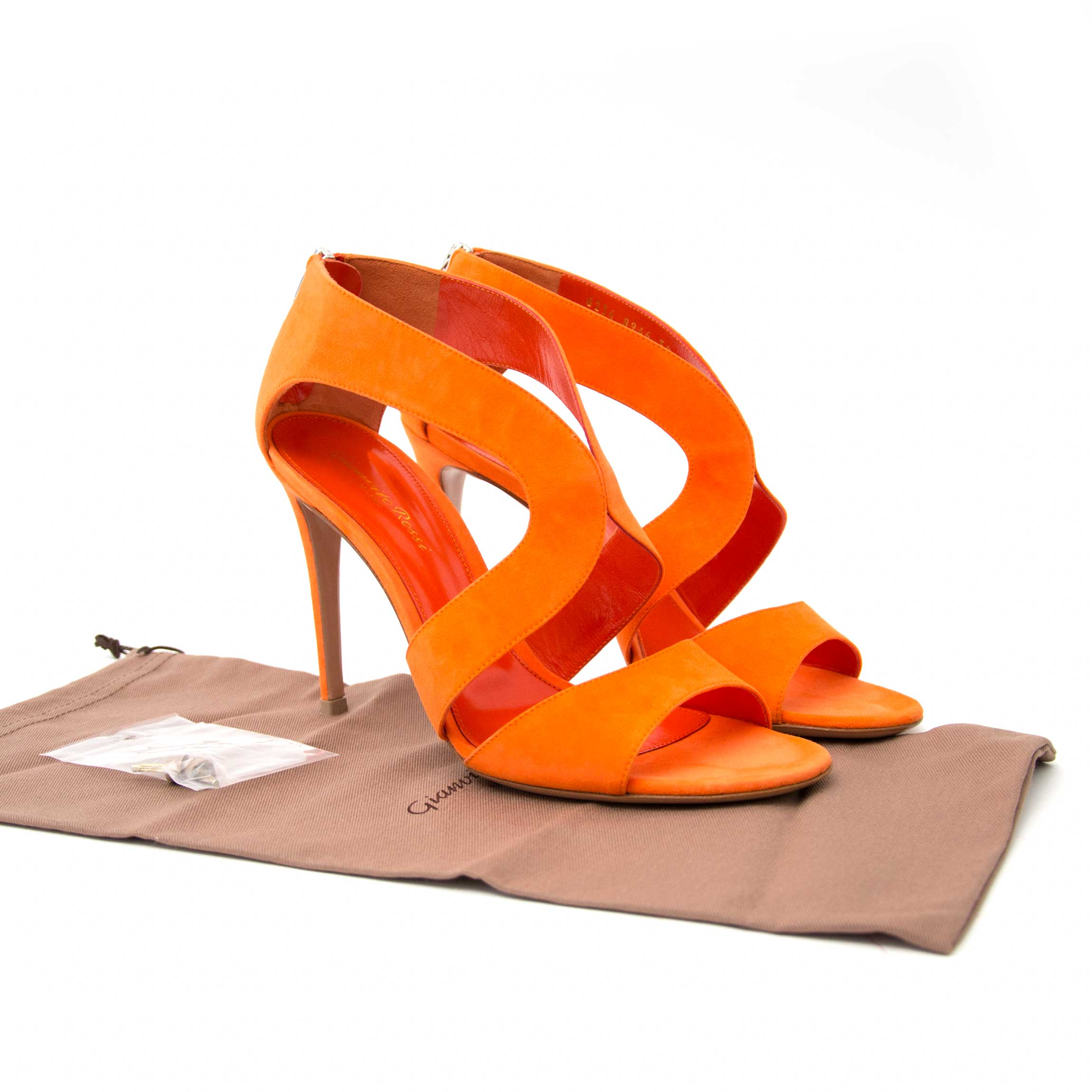 Up to 70% discount on brand new designer shoes at Labellov secondhand luxury