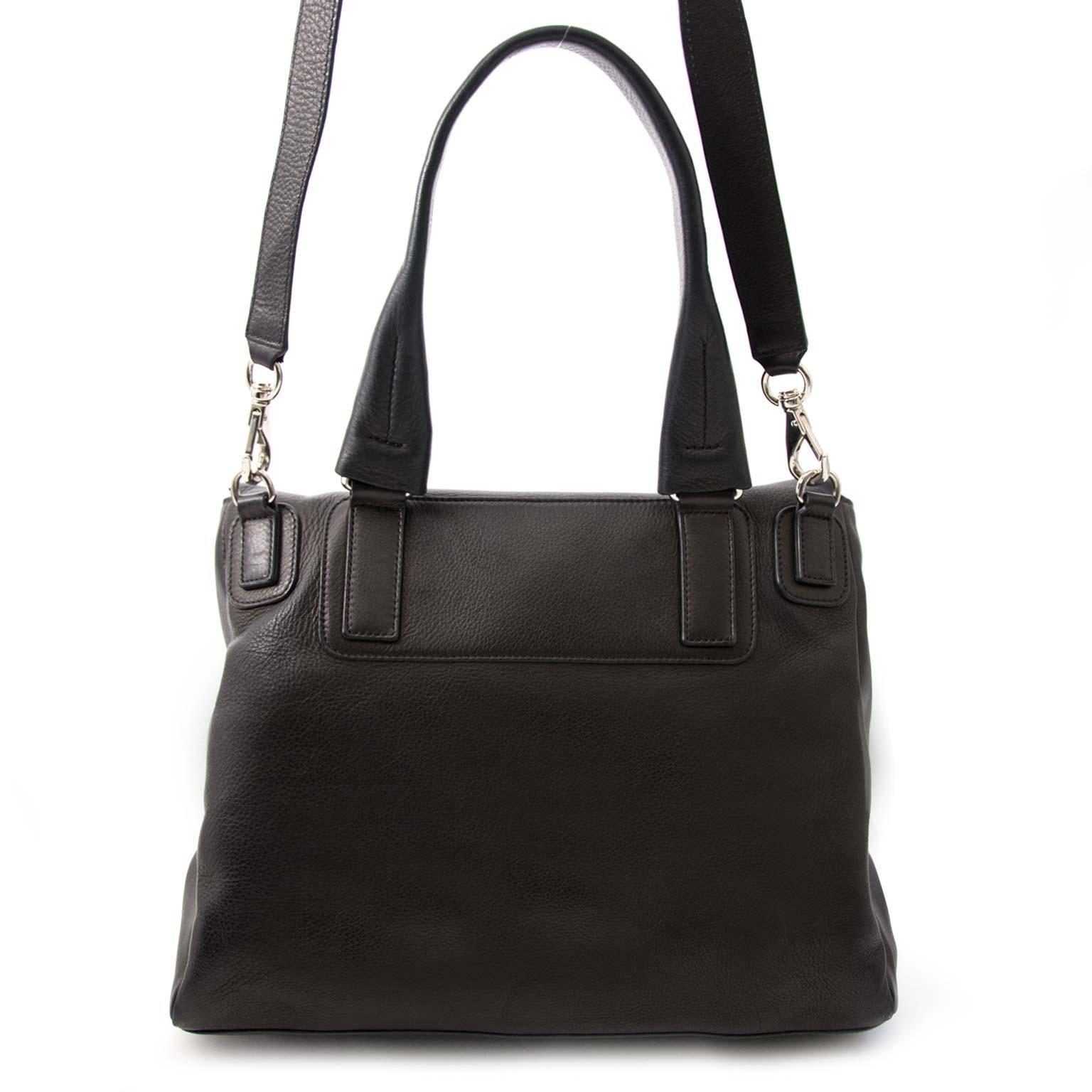 koop veilig online aan de beste prijs Givenchy Black Pandora Flap Bag