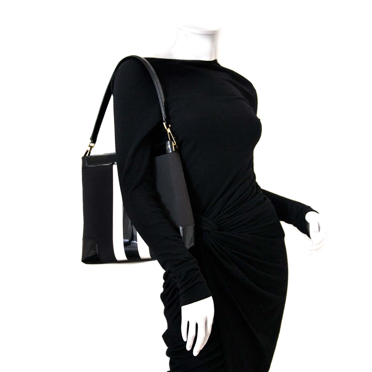 6e86800c37b4eb Gucci Signature Fabric Stripe Black Vinyl Shoulder Bag for sale online at  Labellov Bent u op zoek naar een authentieke designer handta van Gucci?
