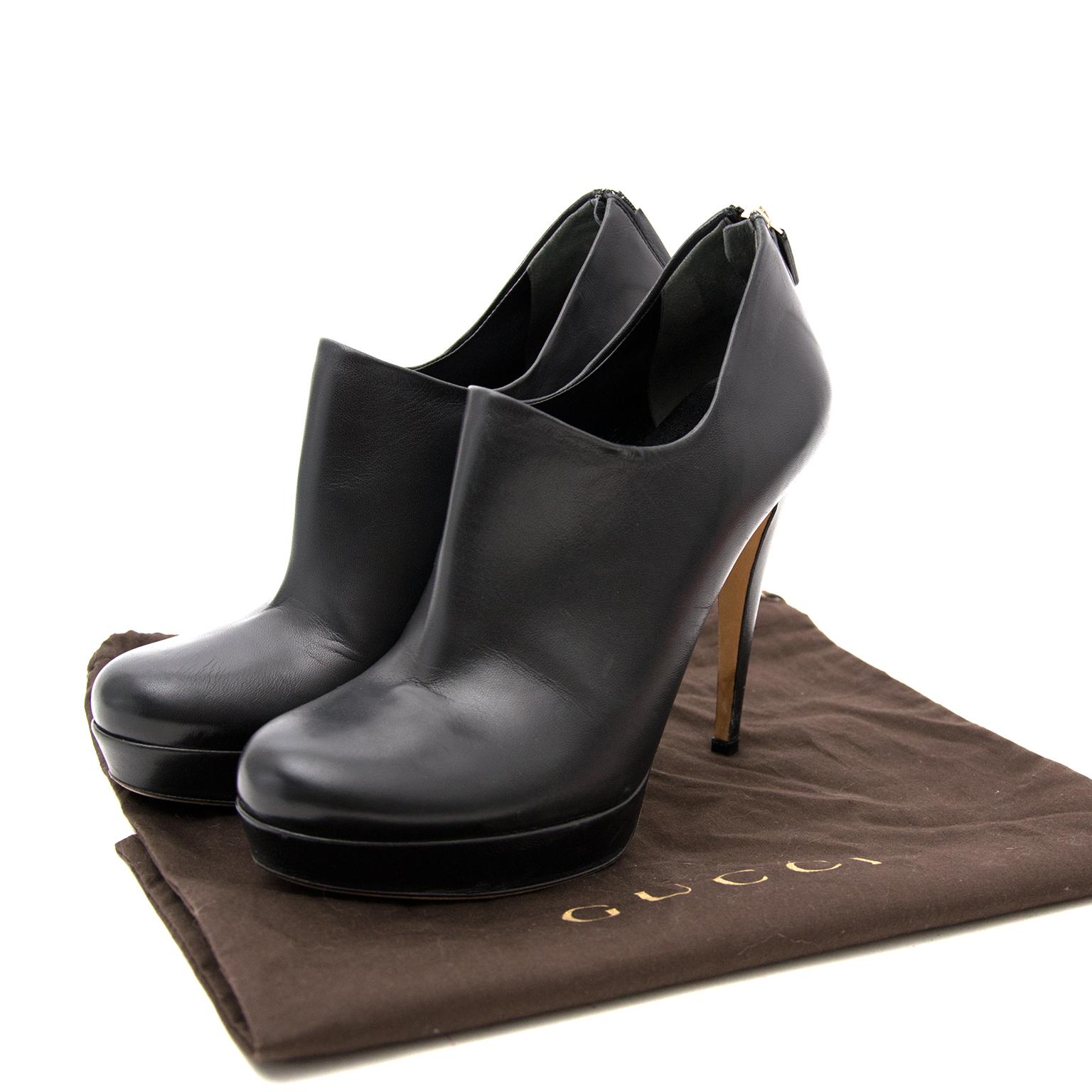 Op zoek naar Gucci Black Leather Booties? Labellov in Antwerpen verkoopt online.