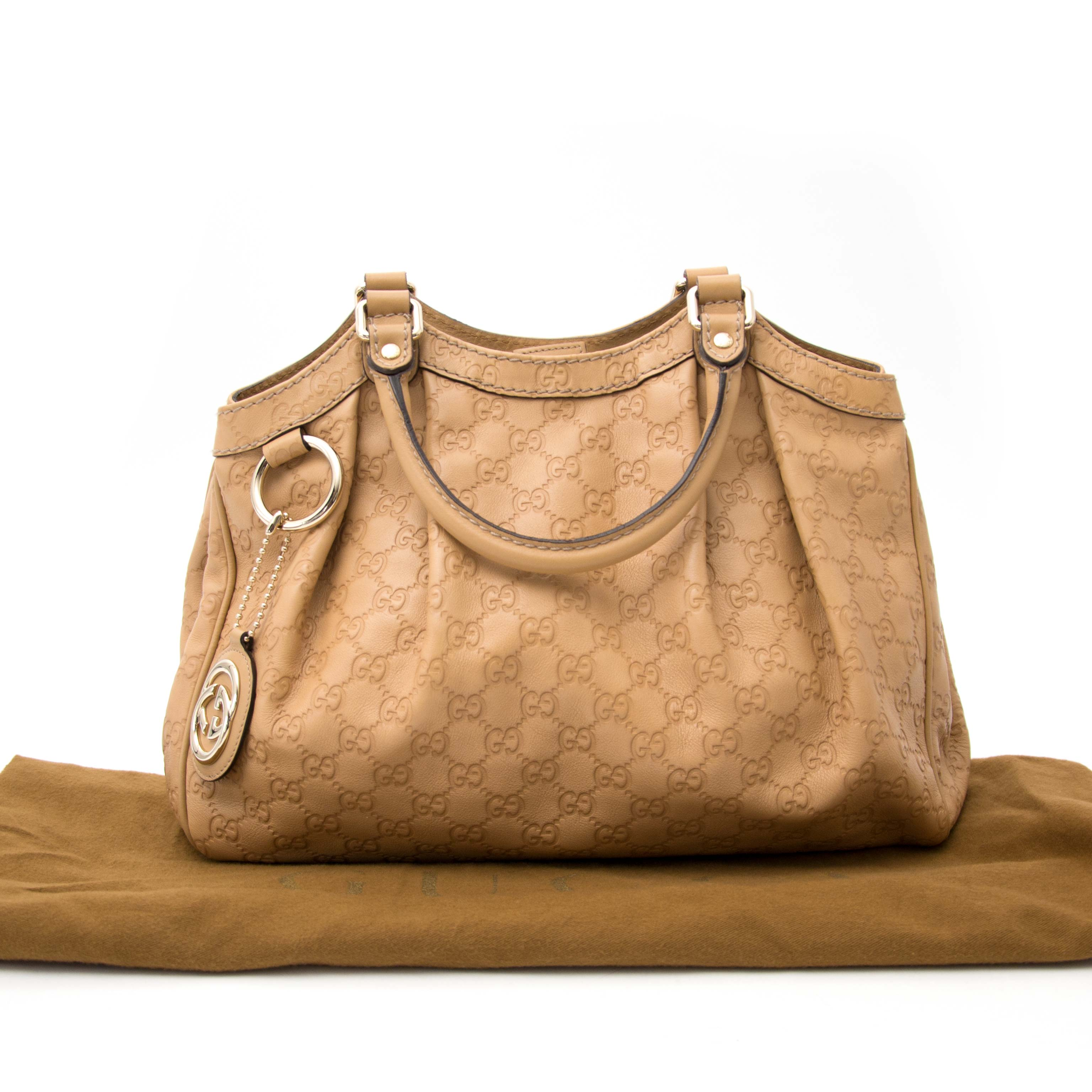 ... acheter en ligne chez labellov.com pour le meilleur prix gucci beige  guccissima sukey 812b7c0fa28