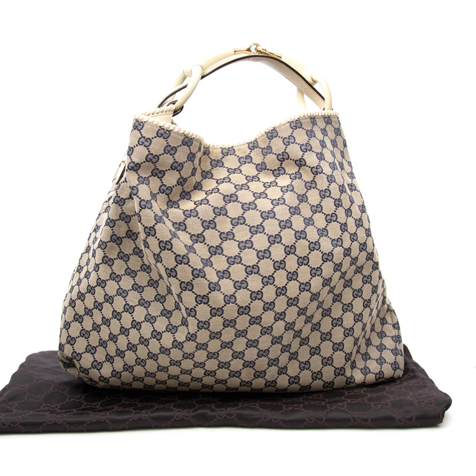 Achetez Gucci Blue Supreme Canvas Horsebit Hobo Bag en ligne chez Labellov.com