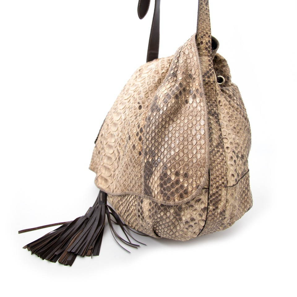 Buy now safe and secure the Gucci snakeskin handbag on Labellov.com
