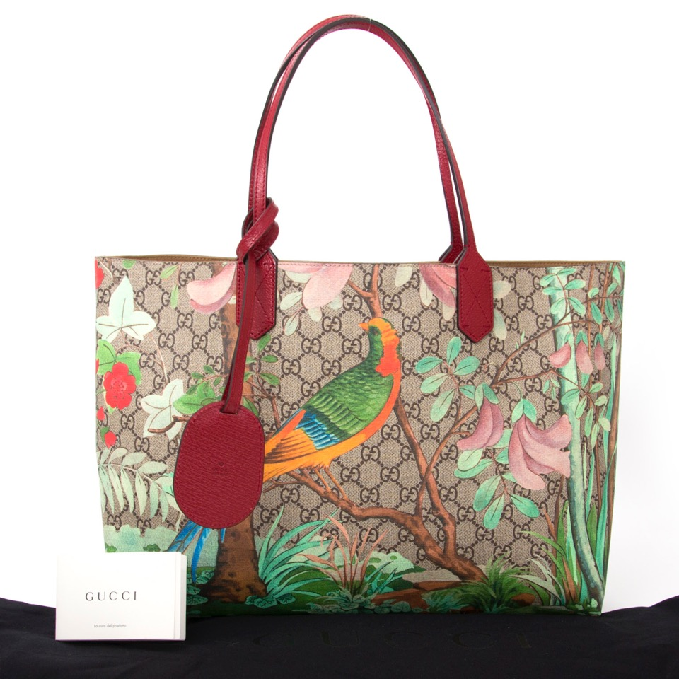 ... Authentieke Gucci Tian GG Supreme tote schoutertas voor juiste prijs  bij LabelLOV vintage webshop. second 79794c9372