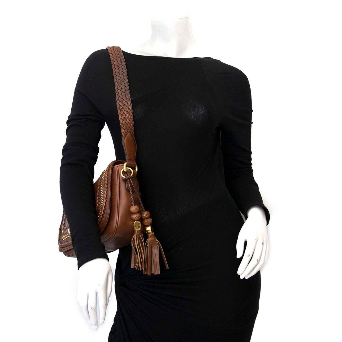 Koop authentieke tweedehands Gucci brown braided handtas aan een eerlijke prijs bij LabelLOV. Veilig online shoppen.