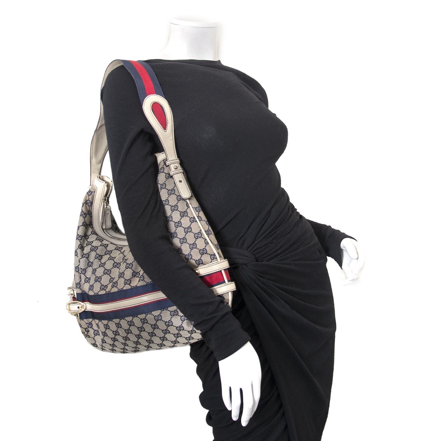 acheter en ligne chez labellov.com pour le meilleur prix Gucci bleu Monogram Canvas sac a epole