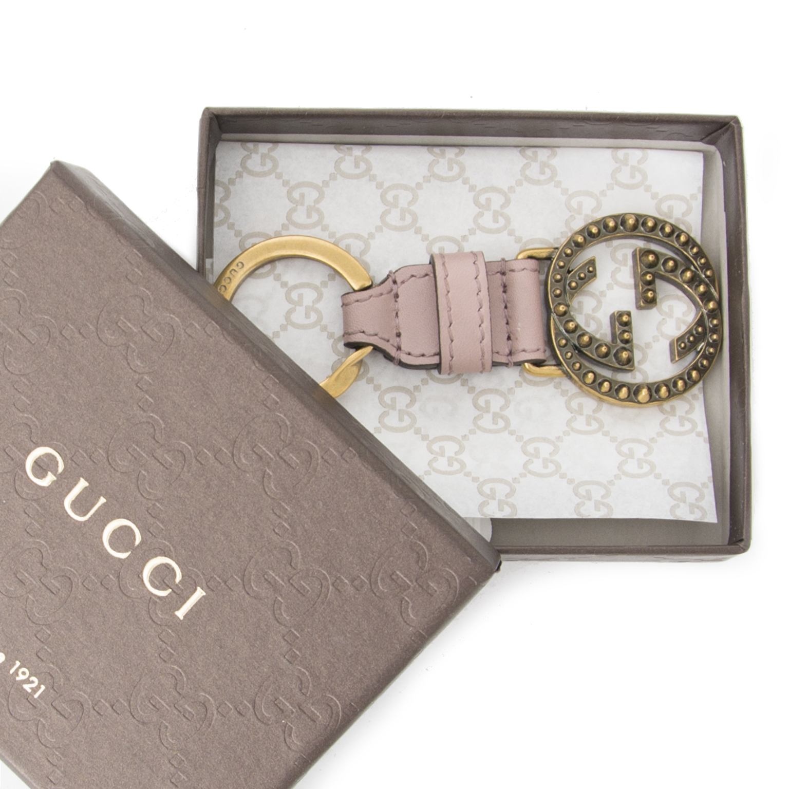 Buy authentic Gucci keychain at the right price at LabelLOV vintage webshop. Luxe, vintage, fashion. Safe and secure online shopping. Antwerp, Belgium.