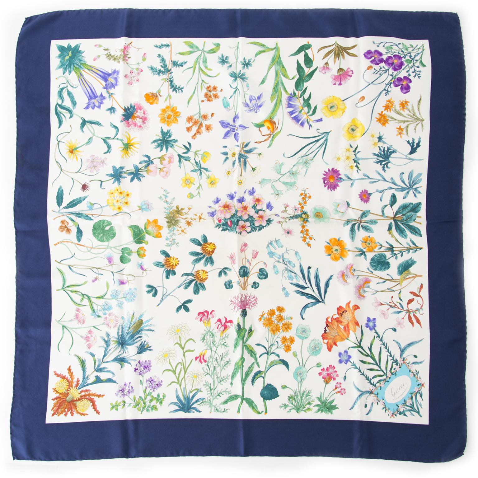 Koop en verkoop uw authentieke Gucci items zoals deze Gucci Dark Blue Flora Silk Scarf aan de beste prijs