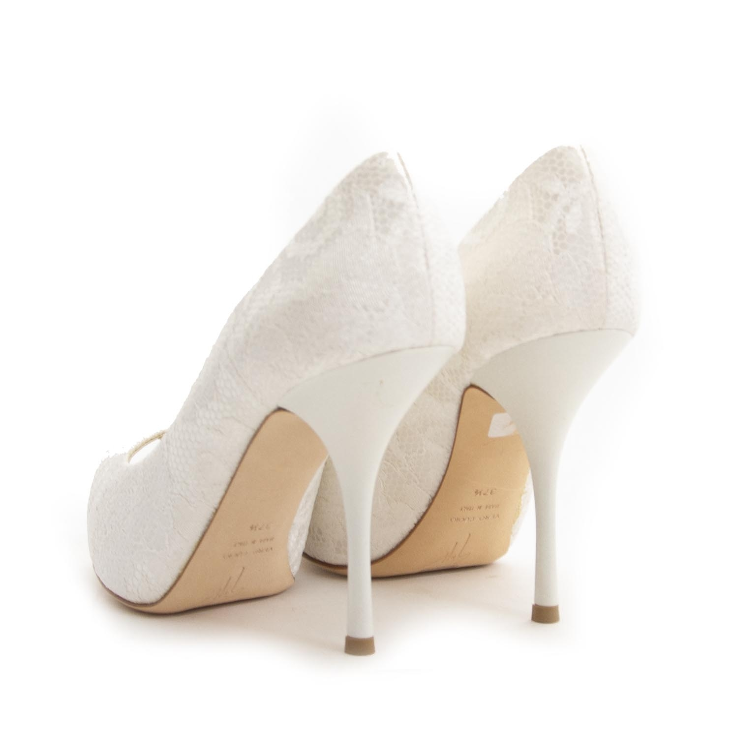 Giuseppe Zanotti White Lace Pump - 37,5 For the best price at LabelLov. Pour le meilleur prix à LabelLOV. Voor de beste prijs bij LabelLOV.