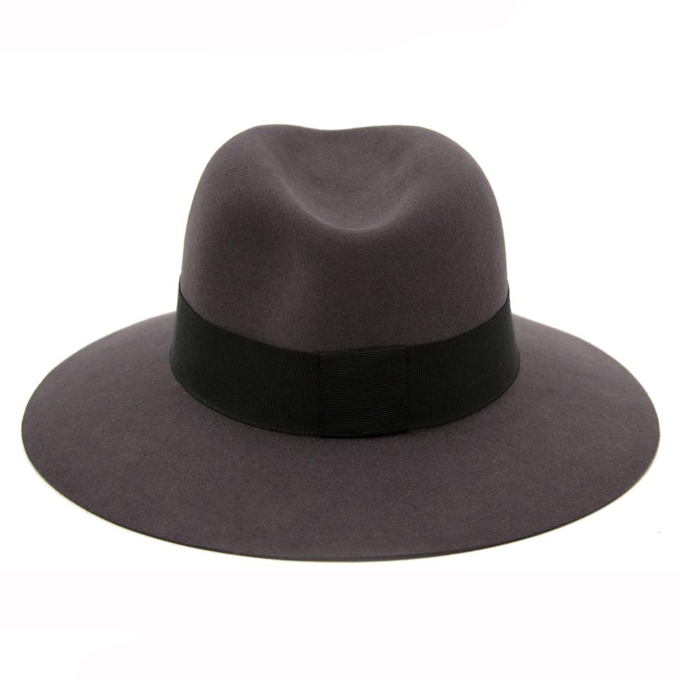 Op zoek naar een authentieke Maison Michel hoed bij Labellov