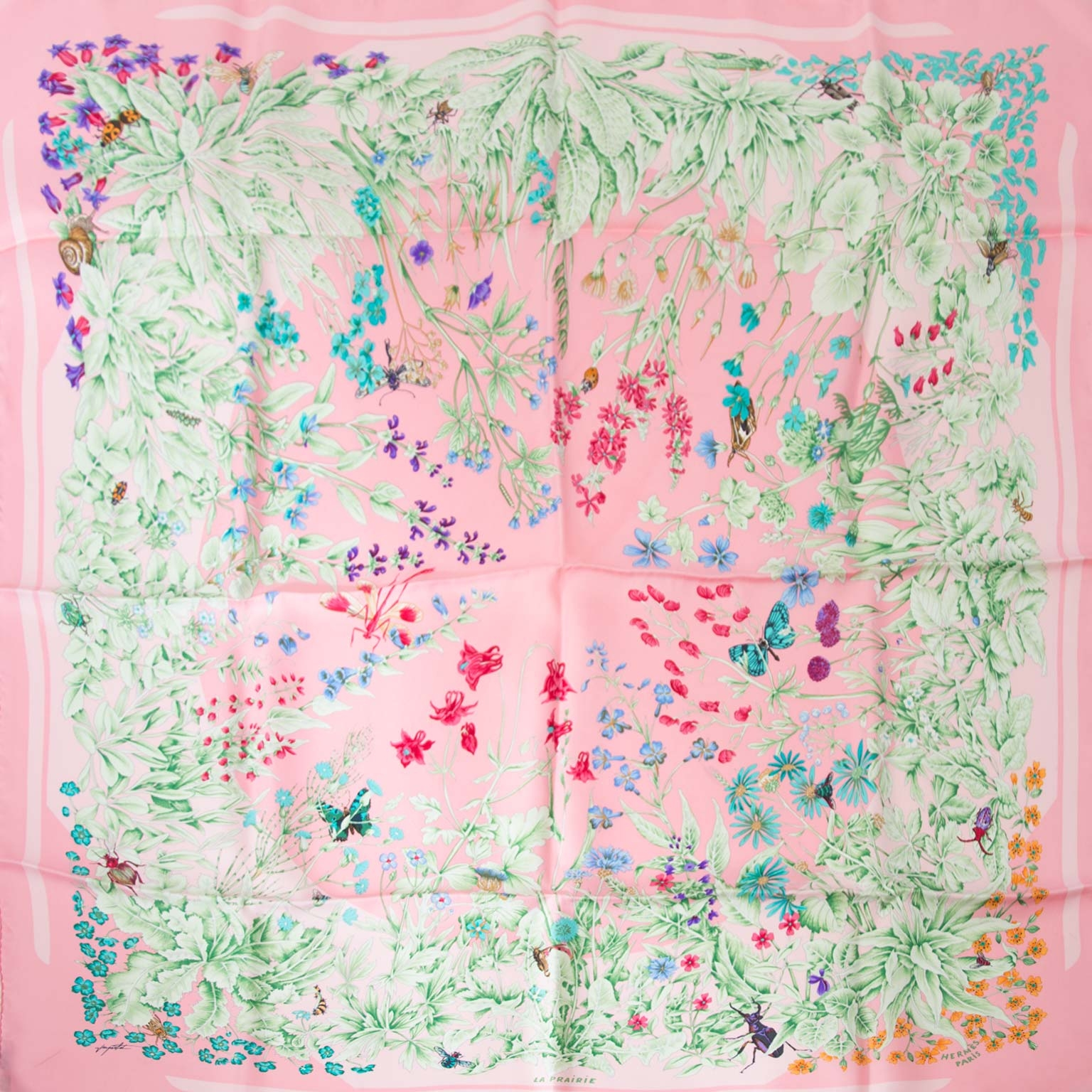 Hermès Paris Pink 'La Prairie' Silk Carré Scarf Buy authentic designer Hermes secondhand silk scarves at Labellov at the best price. Safe and secure shopping. Koop tweedehands authentieke Hermes sjaals bij designer webwinkel labellov.