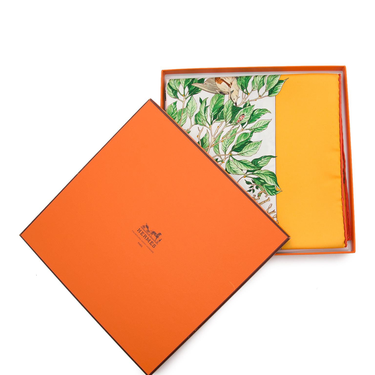 Koop en verkoop uw authentieke  Hermès Carré Au Coeur Des Bois foulard aan de beste prijs