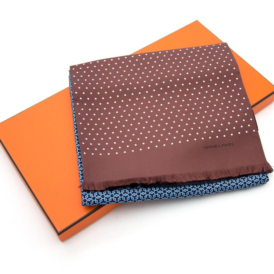 Op zoek naar het perfecte kerstcadeau? Wij kopen en verkopen uw Hermès Silk Printed Scarf aan de beste prijs