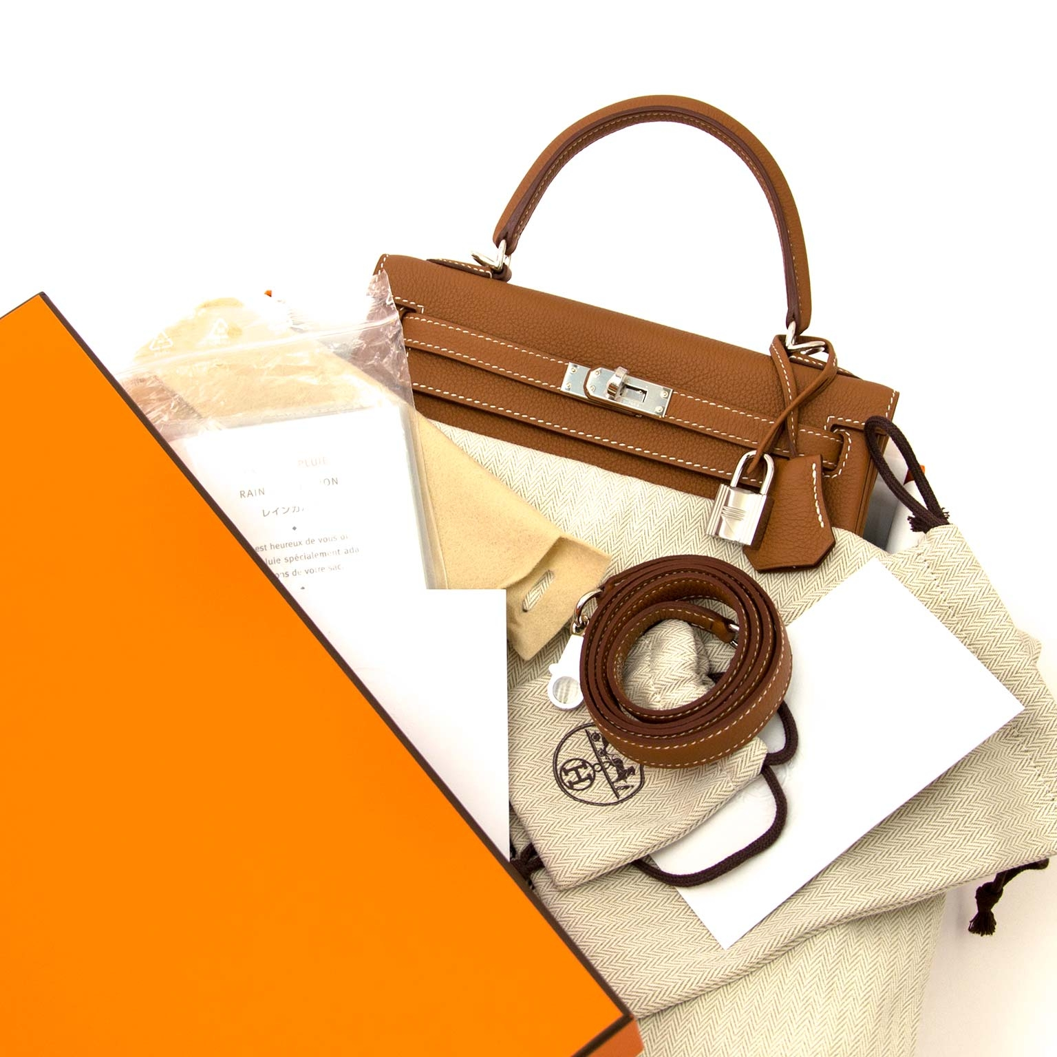 Hermès Kelly 25 Gold Togo PHW now online at labellov.com 100% authentic designer bags