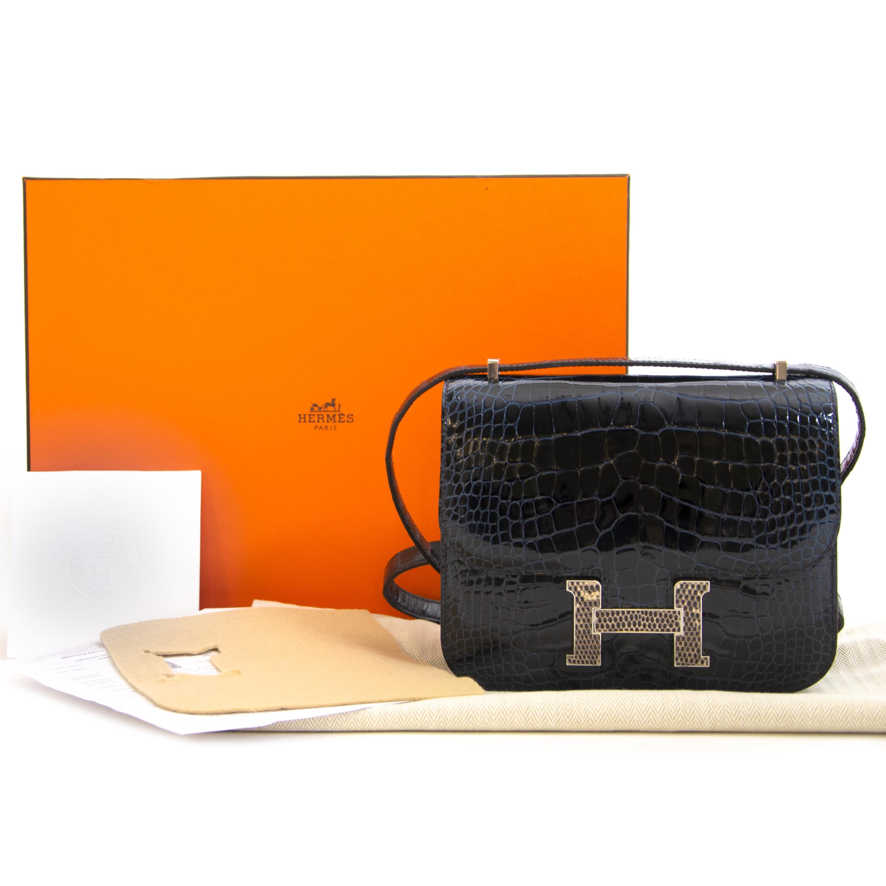 Hermès Constance 18 Mini Marquete Alligator Miss Lisse / Lezard Bleu Marine Ombre kopen en verkopen aan de beste prijs bij Labellov tweedehands luxe