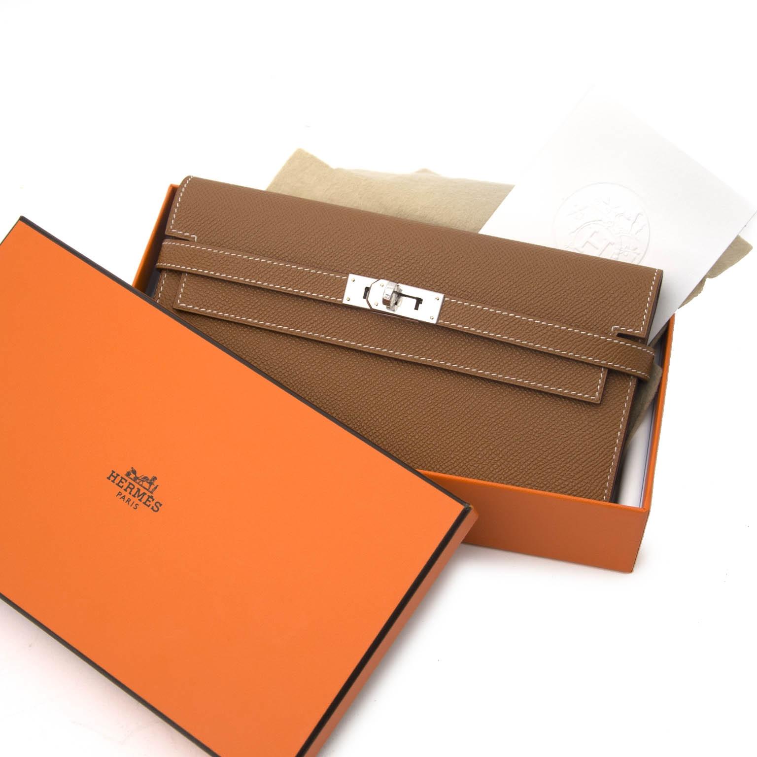 koop veilig online tegen de beste prijs aan Never Used Hermès Kelly Classic Epsom Wallet