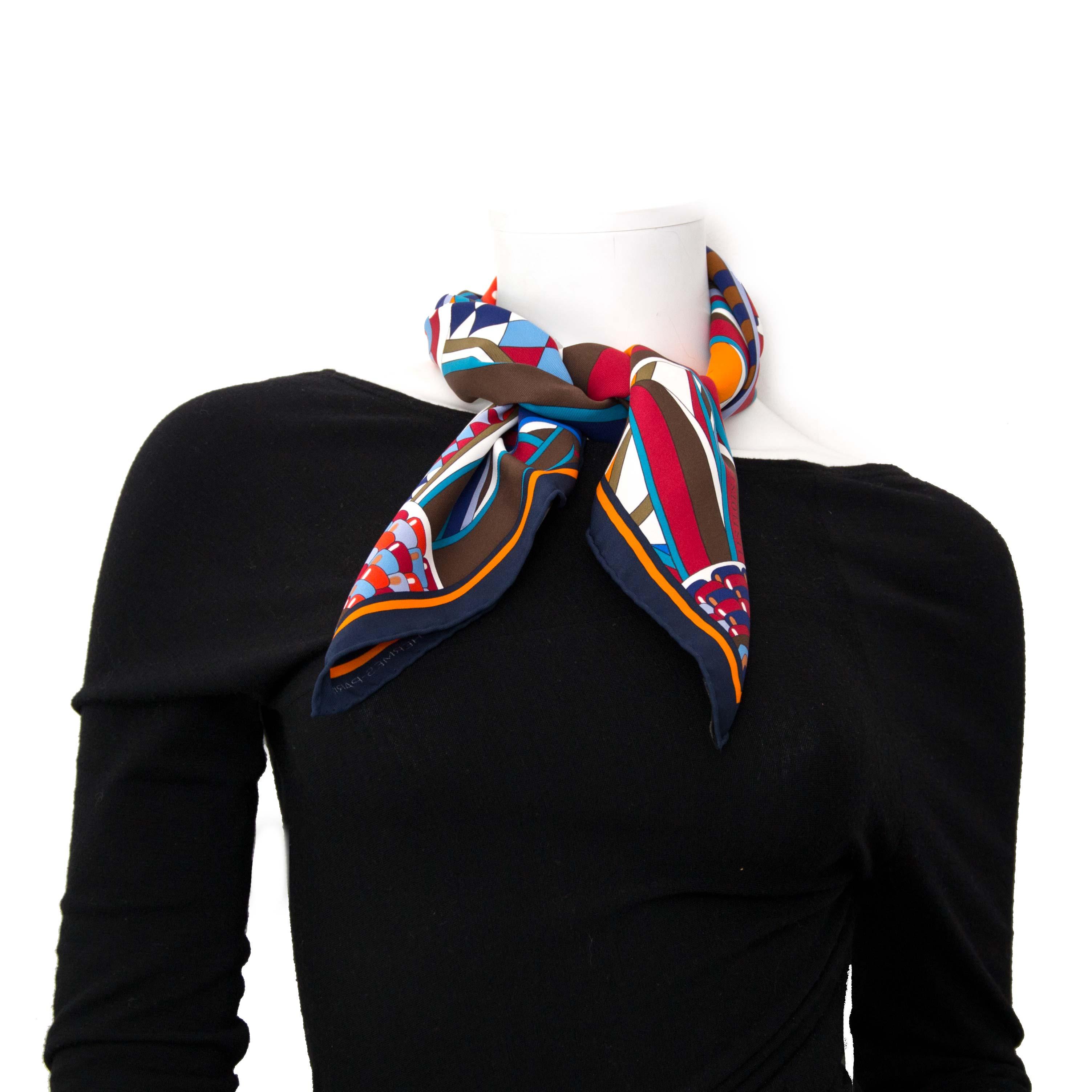 koop online aan de beste prijs jou tweedehands Hermès Silk Scarf Carré 'Les Flots Du Cheval'