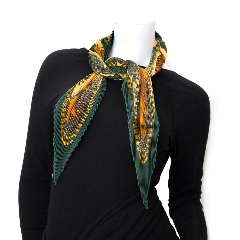 acheter en ligne pour le meillleur prix Hermès Carré Plissé
