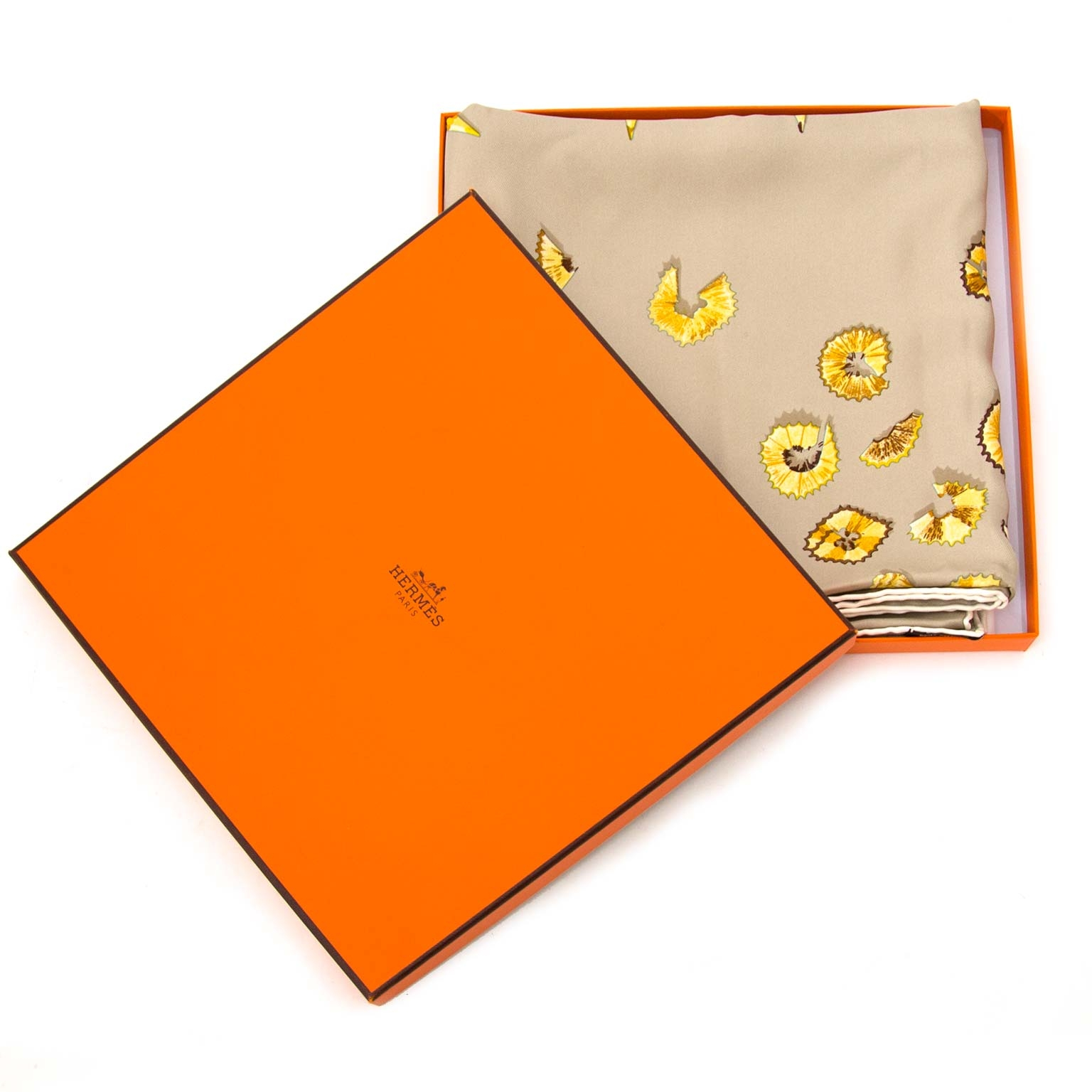 looking for a Hermès scarf A Vos Crayons? Now online at labellov.com for the best price