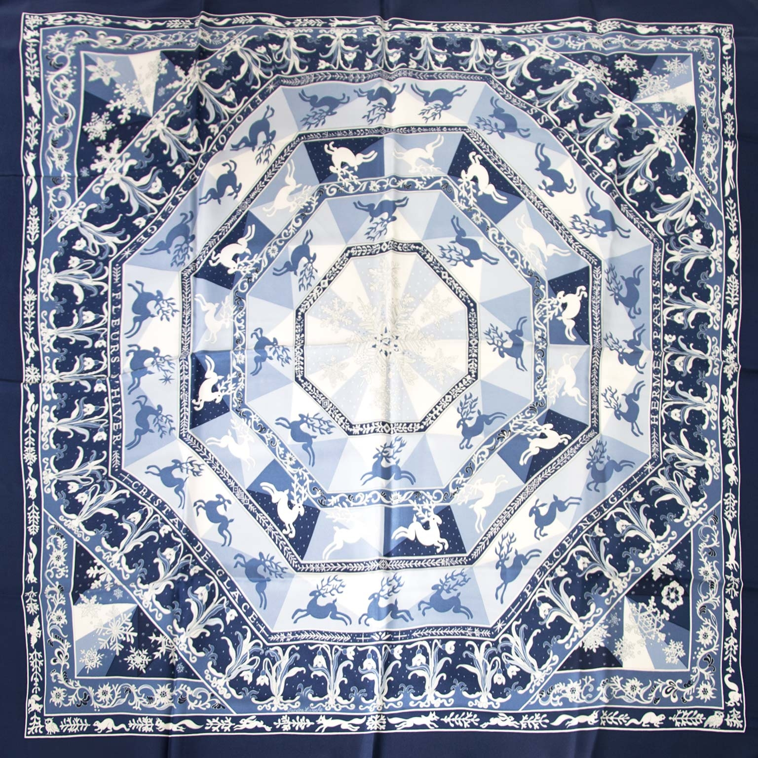 Hermès Blue & White 'Flocon De Neige' Silk Carré Scarf Buy authentic designer Hermes secondhand silk scarves at Labellov at the best price. Safe and secure shopping. Koop tweedehands authentieke Hermes sjaals tassen bij designer webwinkel labellov.