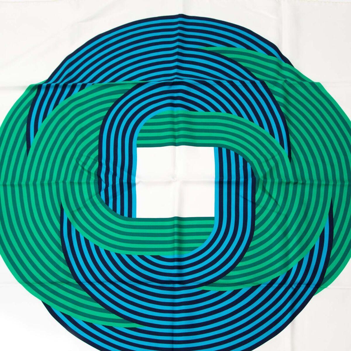 Koop authentieke tweedehands Hermès carré in blauw en groen aan een eerlijke prijs bij LabelLOV. Veilig online shoppen. Luxe merken aan een goede prijs.