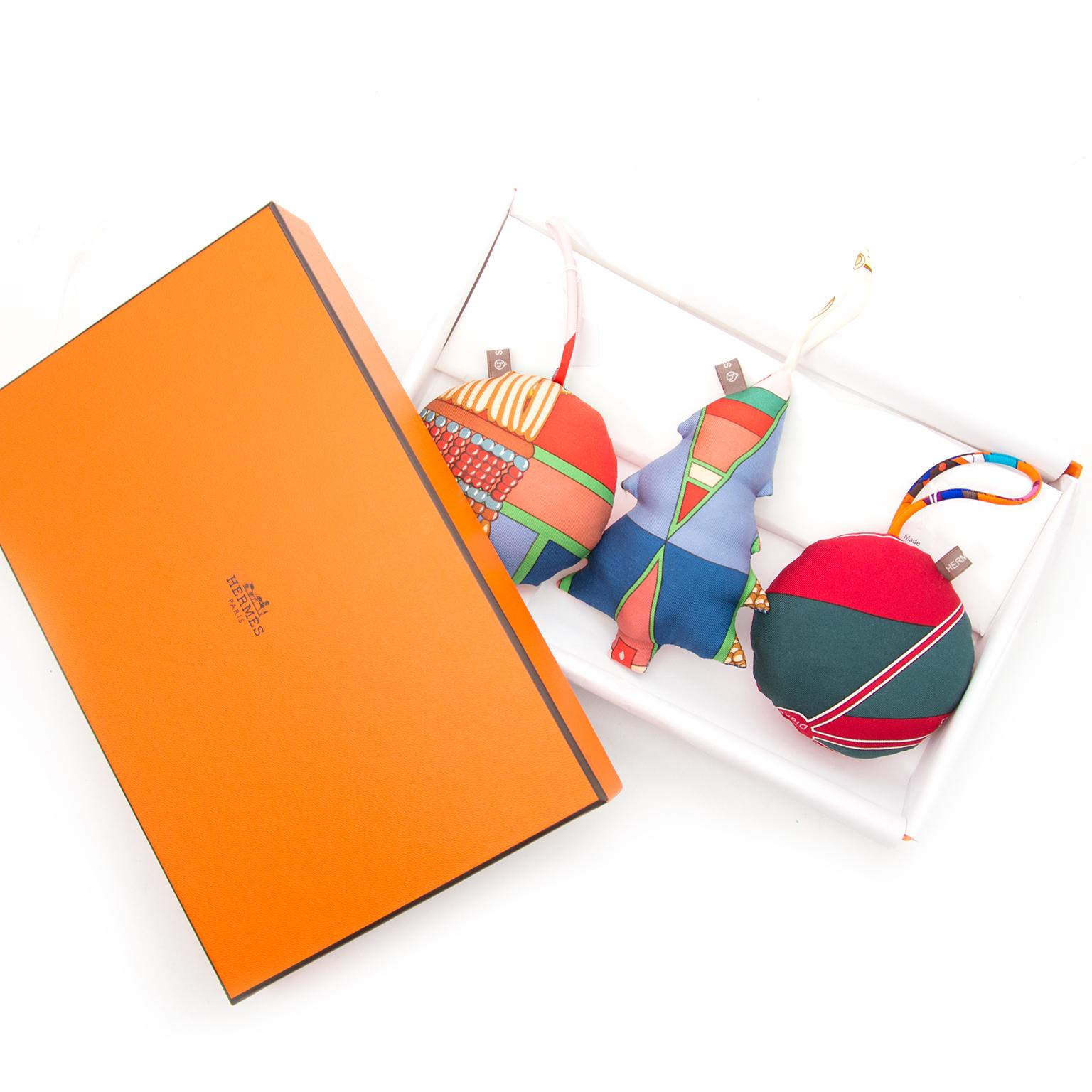 Gloednieuwe Hermès Petit H Versiering nu online op labellov.com tegen de beste prijs.