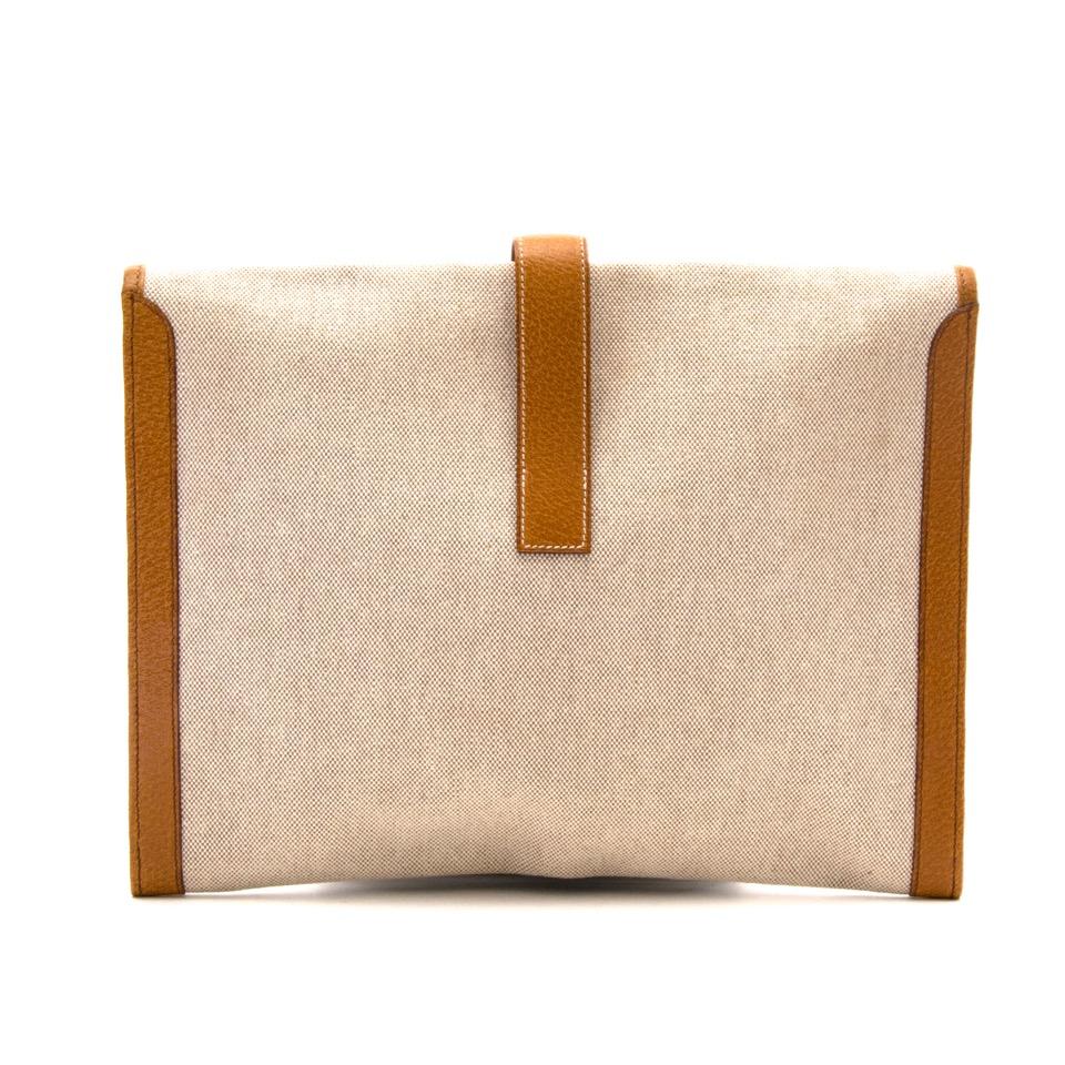 5aeb7336d16 Buy your designer bag online with Labellov Koop authentieke Hermes canvas  envelope jige clutch aan de beste prijs bij Labellov tweedehands vintage