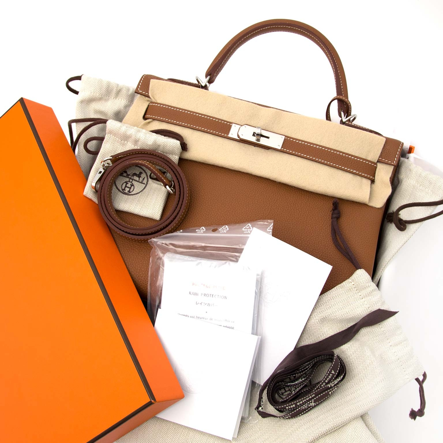 skip the waitinglist and get your Hermès kelly 32 togo gold phw right now 100% authentic on labellov.com
