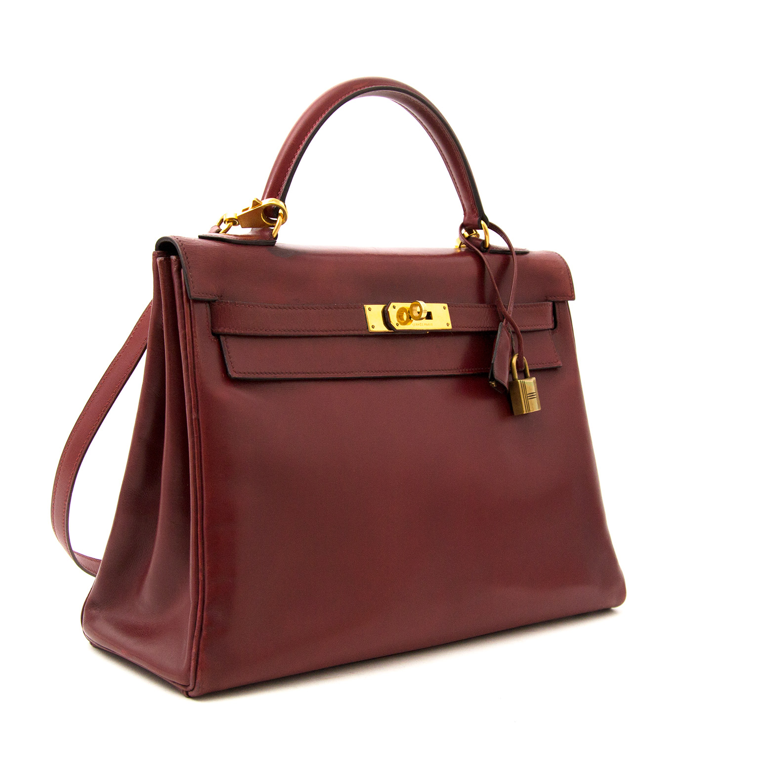 ... Hermes Kelly Rouge Boxcalf 32 + strap nu online bij labellov.com. Koop  en 3cab4a1101e36