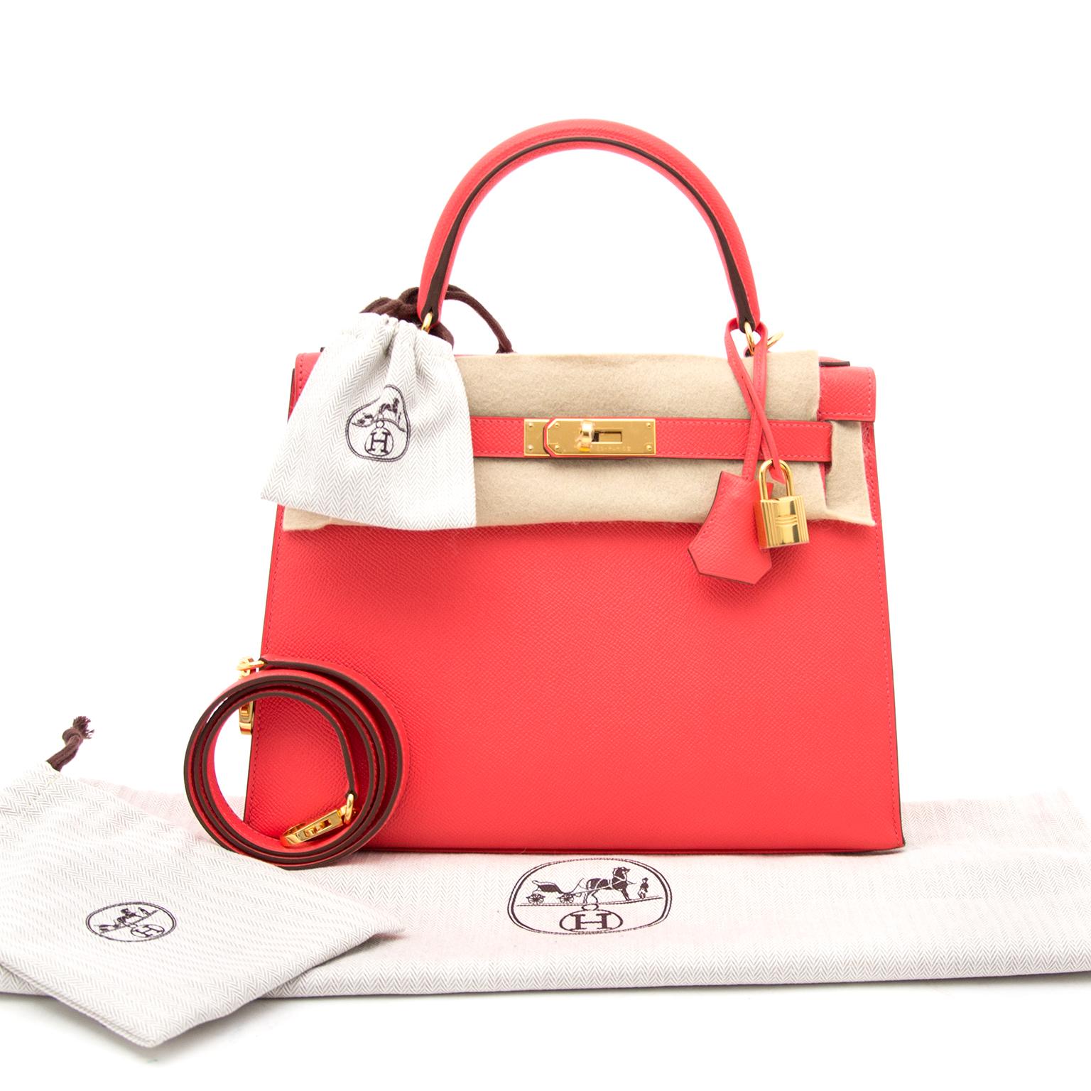 4487551eb8 Skip the waiting list and buy the most iconic Koop en verkoop uw  authentieke Hermès Kelly 28 Rose Jaipur met gouden hardware · Hermes