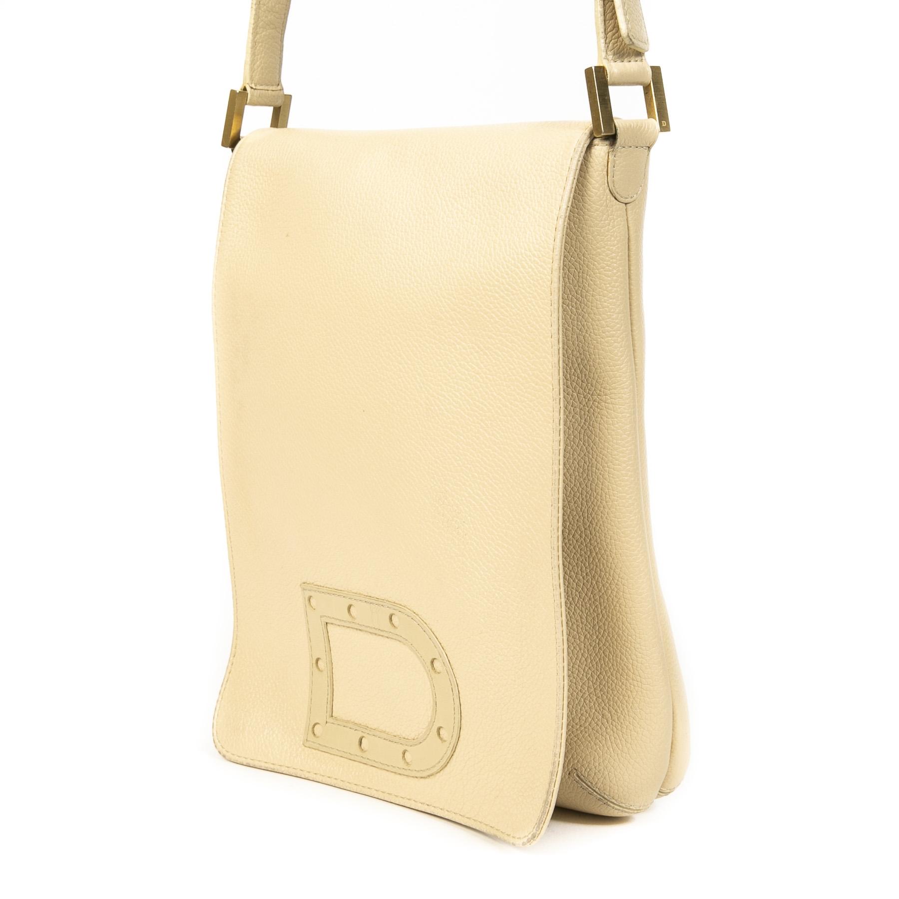 Bent u op zoek naar een authentieke tweedehandse vintage designer Delvaux Cream Le Louise Baudrier Leather Bag?