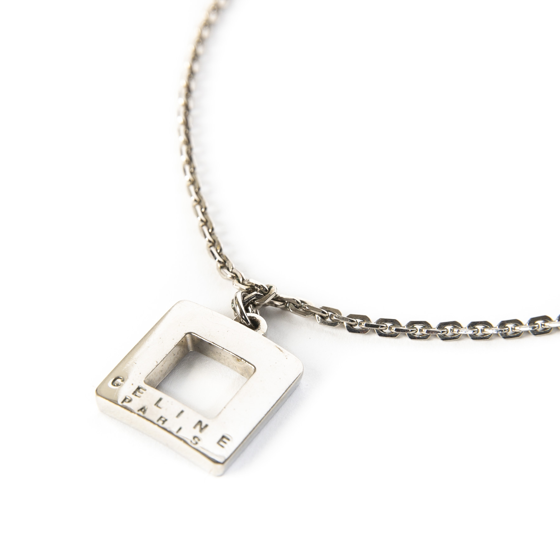 Celine Silver Chain Necklace. Buy authentic secondhand Celine jewelry at LabelLOV, chain necklace, on trend pendant necklace.