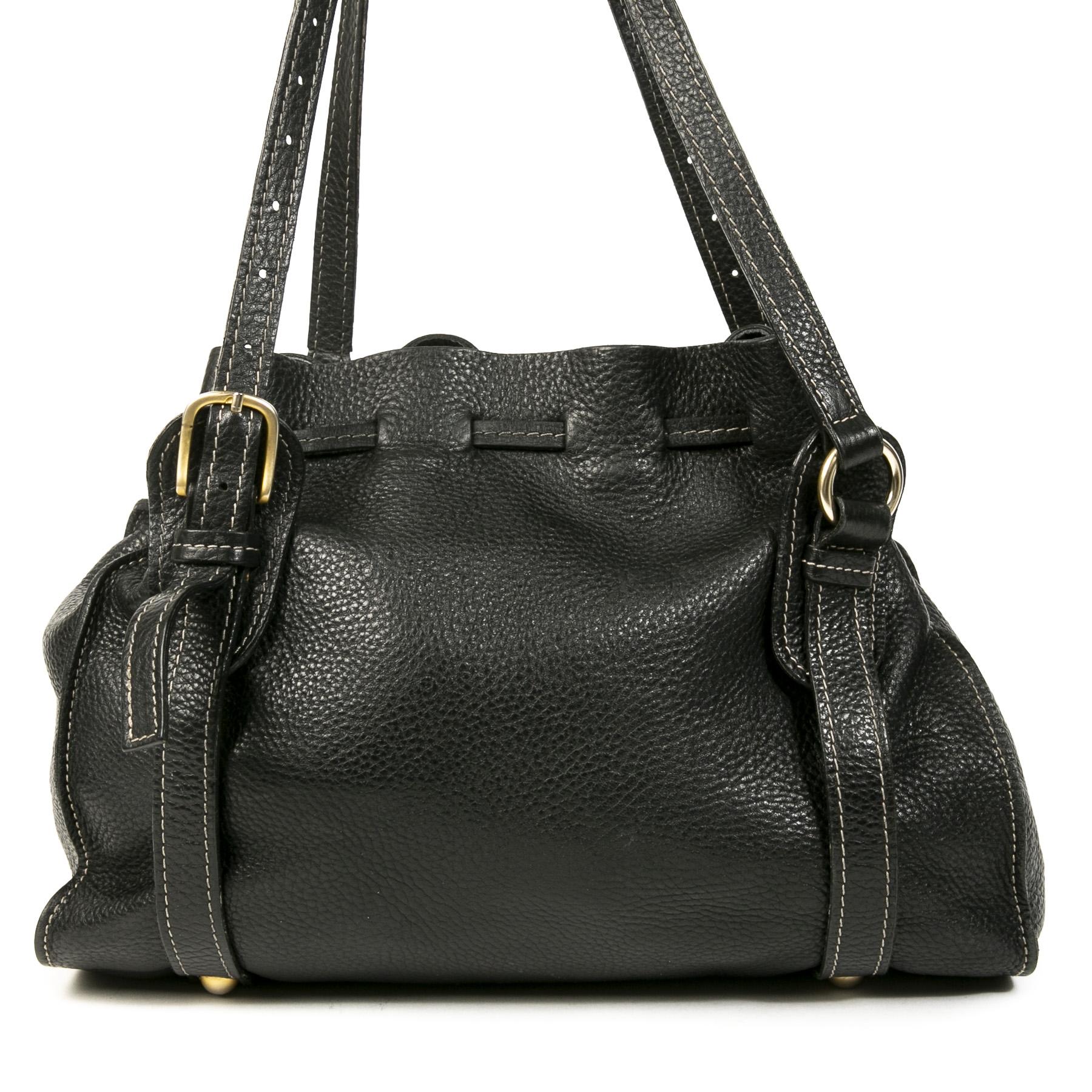 Authentieke Tweedehands Miu Miu Black Leather Drawstring Shoulder Bag juiste prijs veilig online shoppen luxe merken webshop winkelen Antwerpen België mode fashion