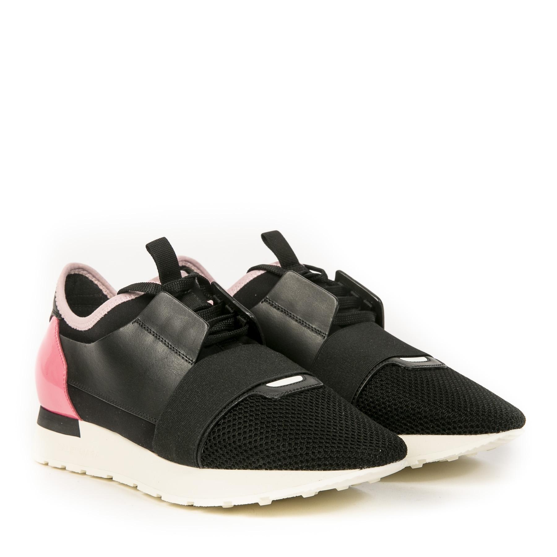 Authentieke Tweedehands Balenciaga Black & Pink Race Runner Sneakers juiste prijs veilig online shoppen luxe merken webshop winkelen Antwerpen België mode fashion
