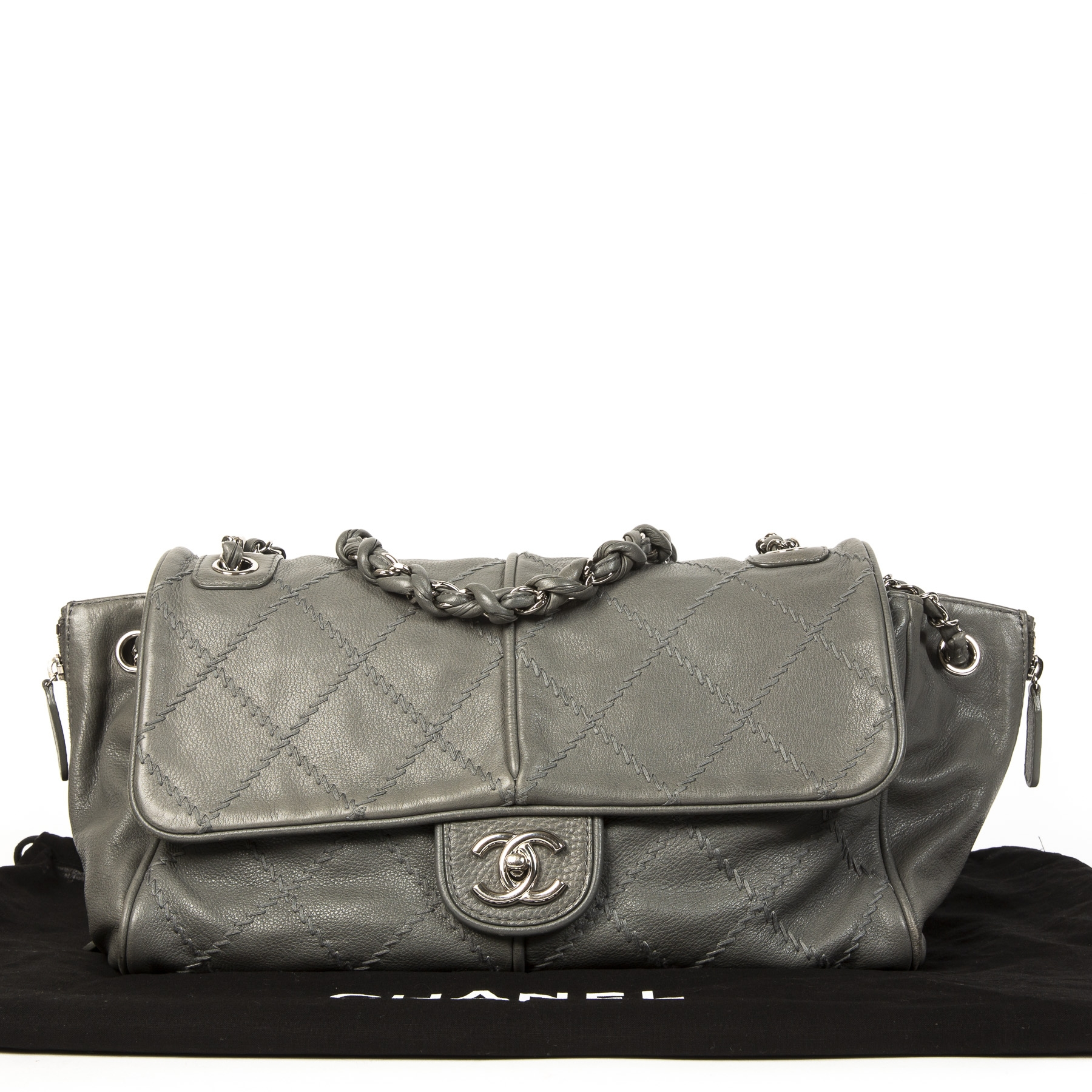 Koop en verkoop uw authentieke designer Chanel Grey Ultra Stitched Zipper Shoulder Bag