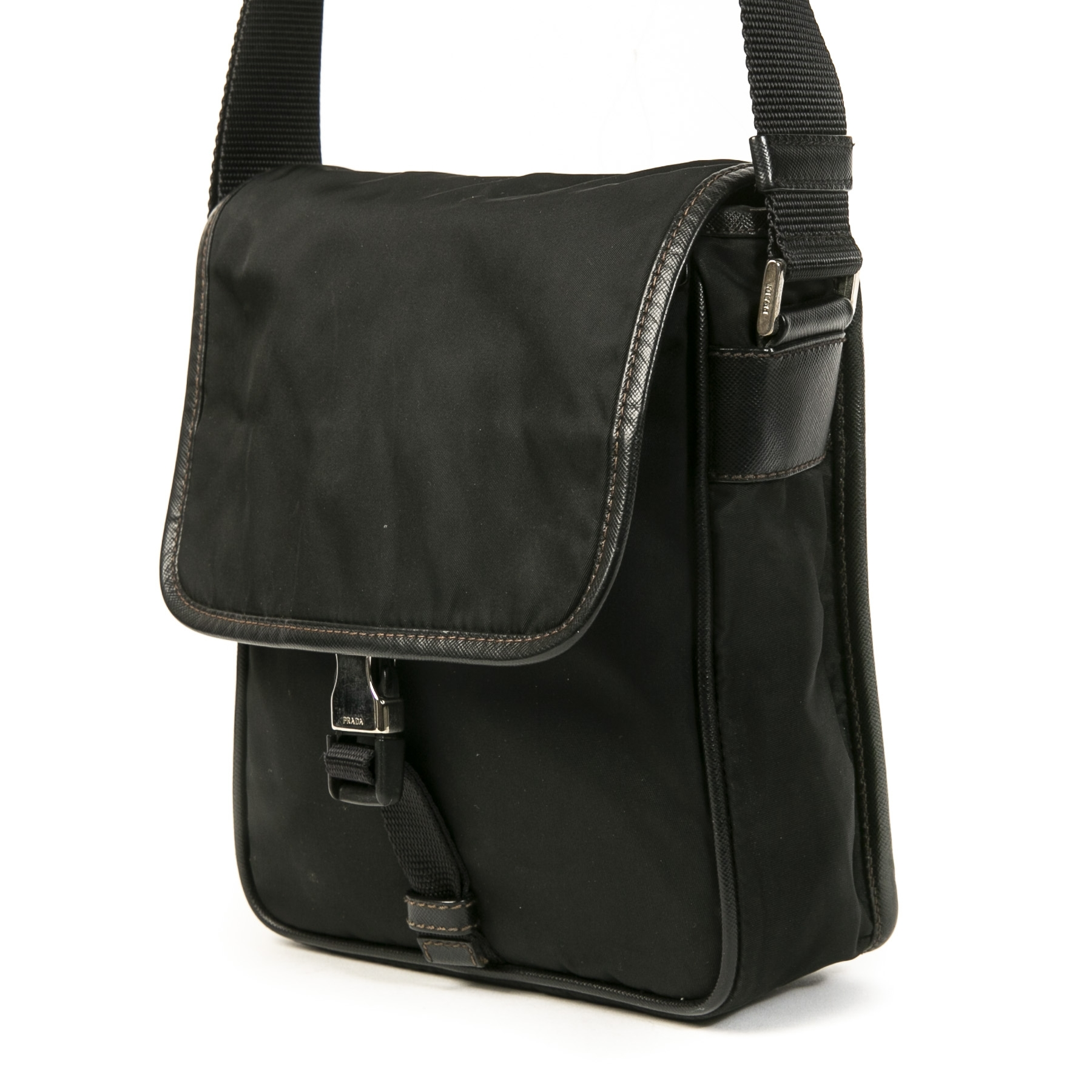Authentieke Tweedehands Prada Black Nylon Front Flap Shoulder Bag juiste prijs veilig online shoppen luxe merken webshop winkelen Antwerpen België mode fashion
