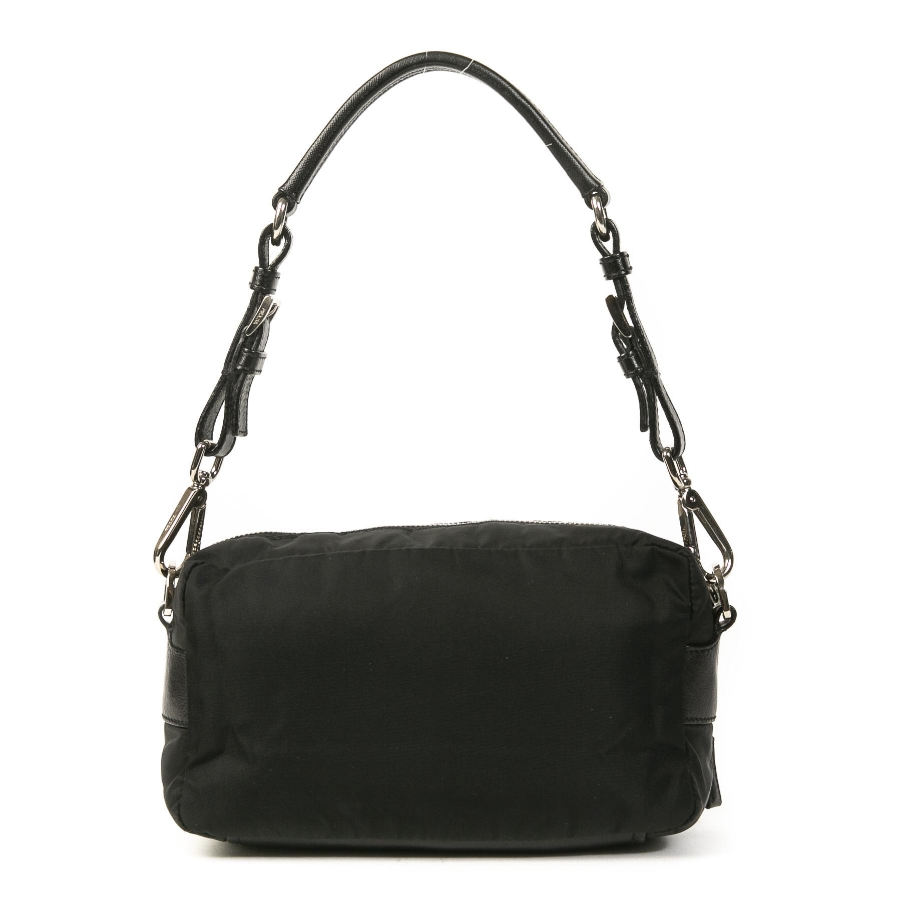 Authentieke Tweedehands Prada Black Nylon Shoulder Bag Small juiste prijs veilig online shoppen luxe merken webshop winkelen Antwerpen België mode fashion