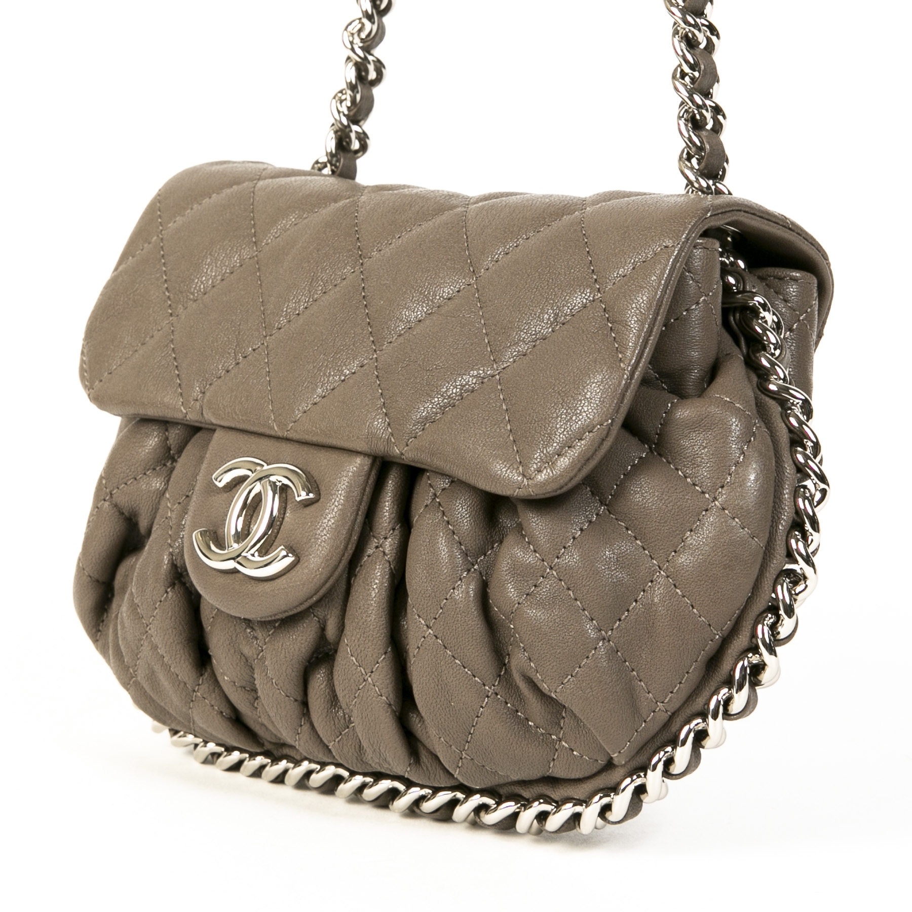 Authentieke tweedehands vintage Chanel Chain Around Taupe Crossbody Bag koop online webshop LabelLOV