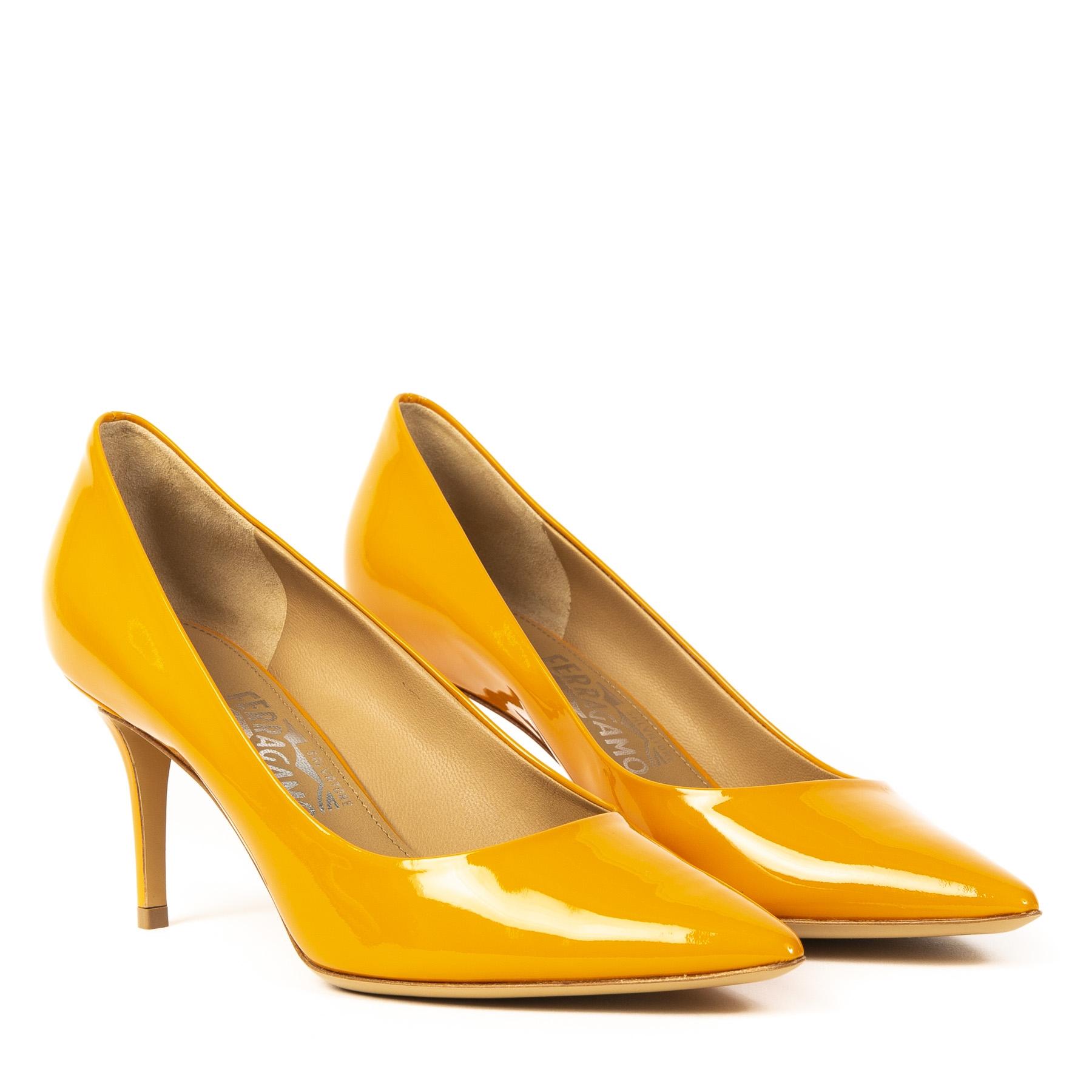 Authentieke Tweedehands Salvatore Ferragamo Orange Patent Leather Pumps Size 39 juiste prijs veilig online shoppen webshop luxe merken winkelen Antwerpen België