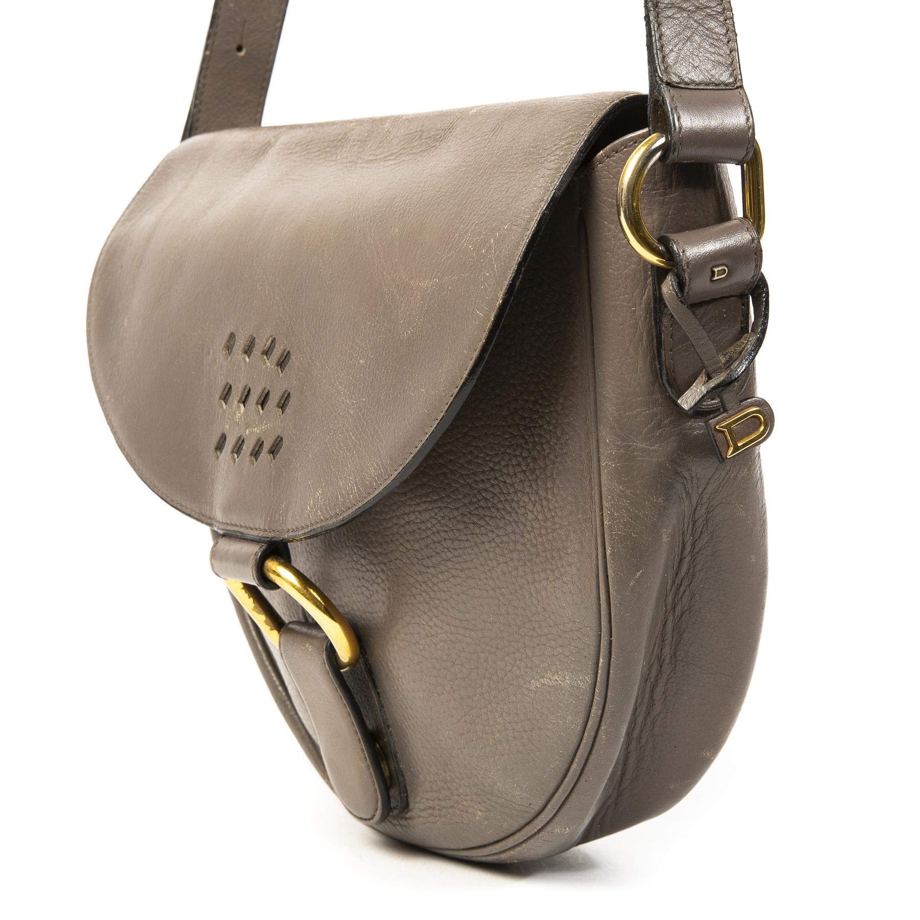 Koop authentieke tweedehands Delvaux taupe leather shoulder bag juiste prijs veilig online winkelen LabelLOV webshop luxe merken winkelen Antwerpen België mode fashion