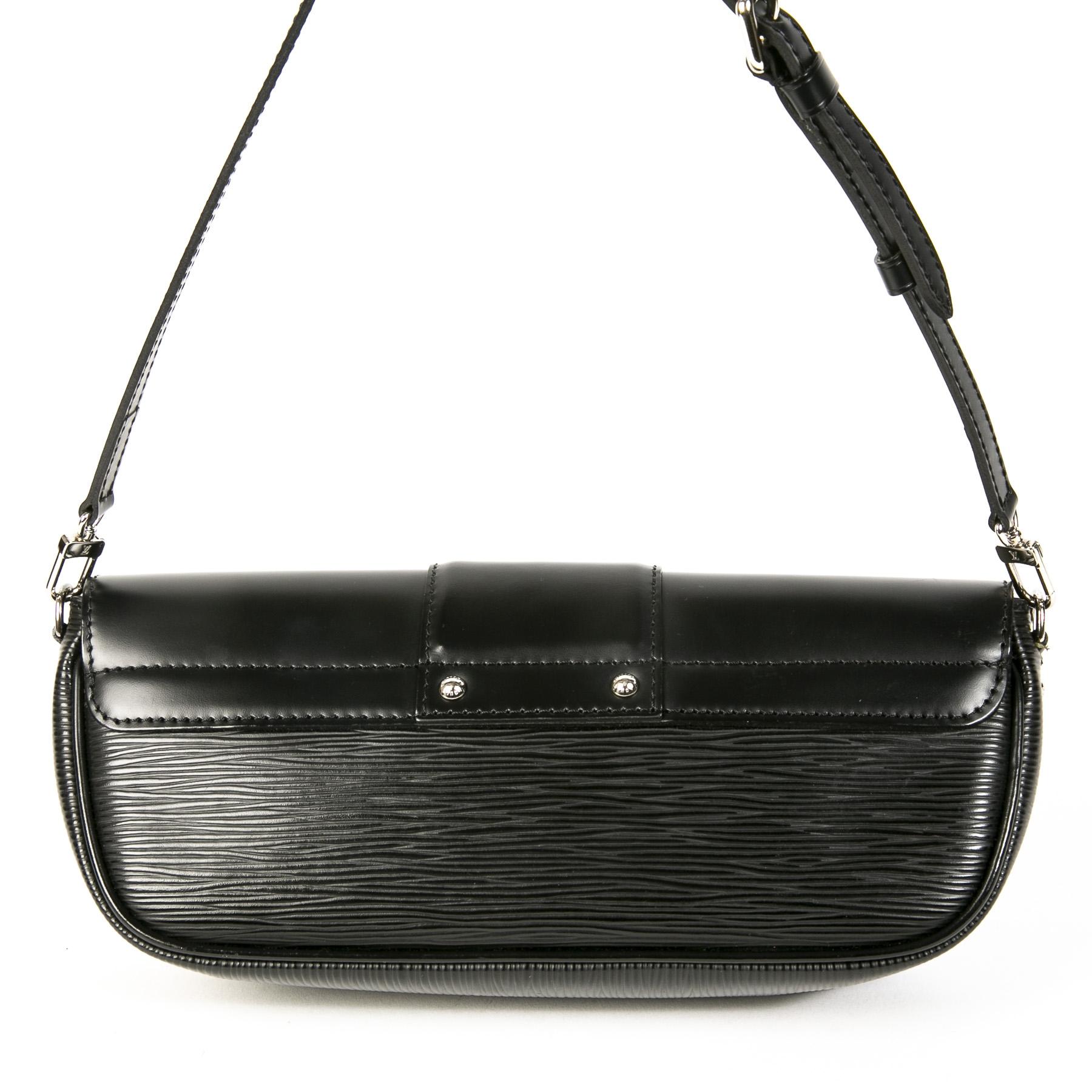 Authentieke Tweedehands Louis Vuitton Black Epi Leather Montaigne Pochette Bag juiste prijs veilig online shoppen luxe merken webshop winkelen Antwerpen België mode fashion