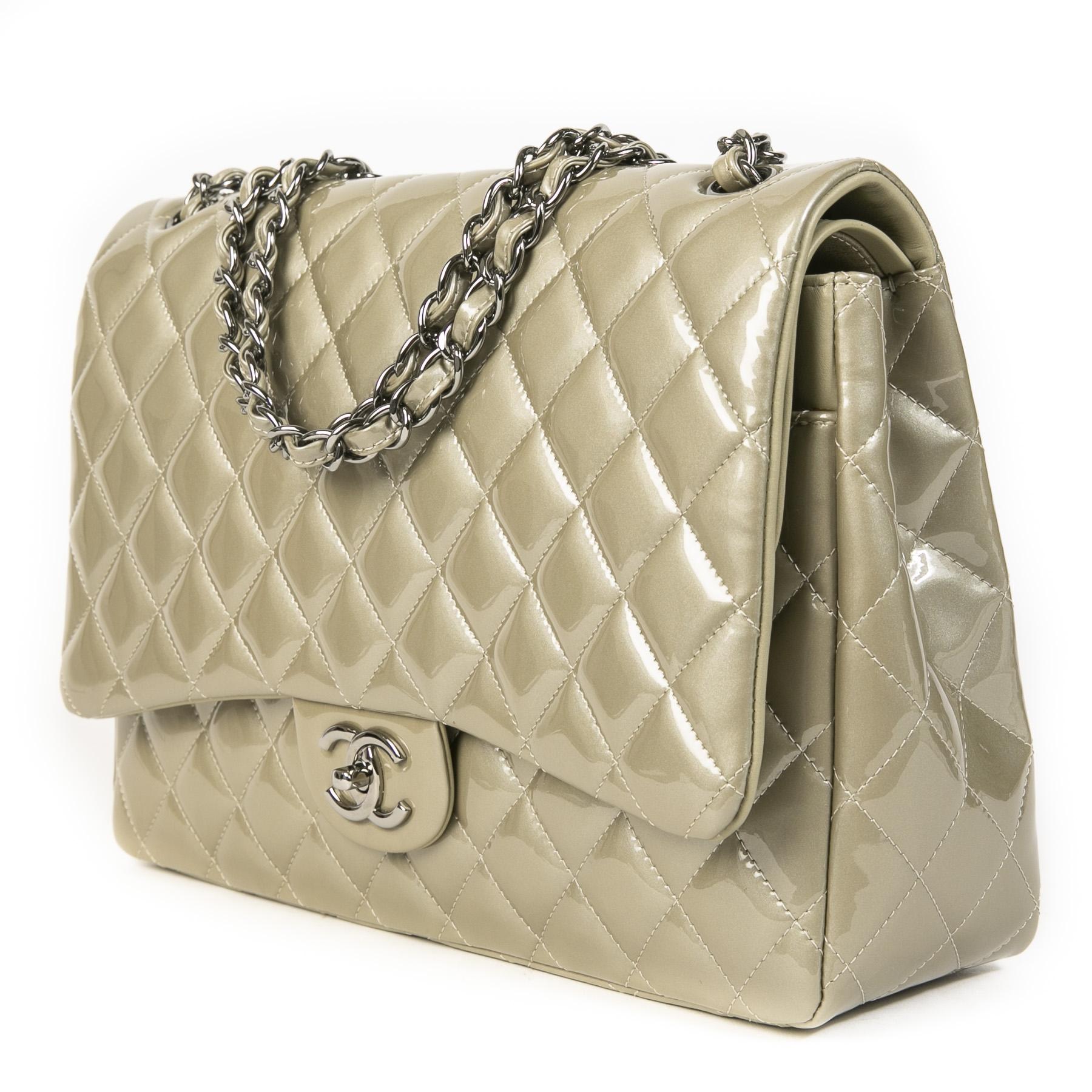 Authentieke Tweedehands Chanel Champagne Patent Leather Maxi Classic Flap Bag juiste prijs veilig online shoppen luxe merken webshop winkelen Antwerpen België mode fashion