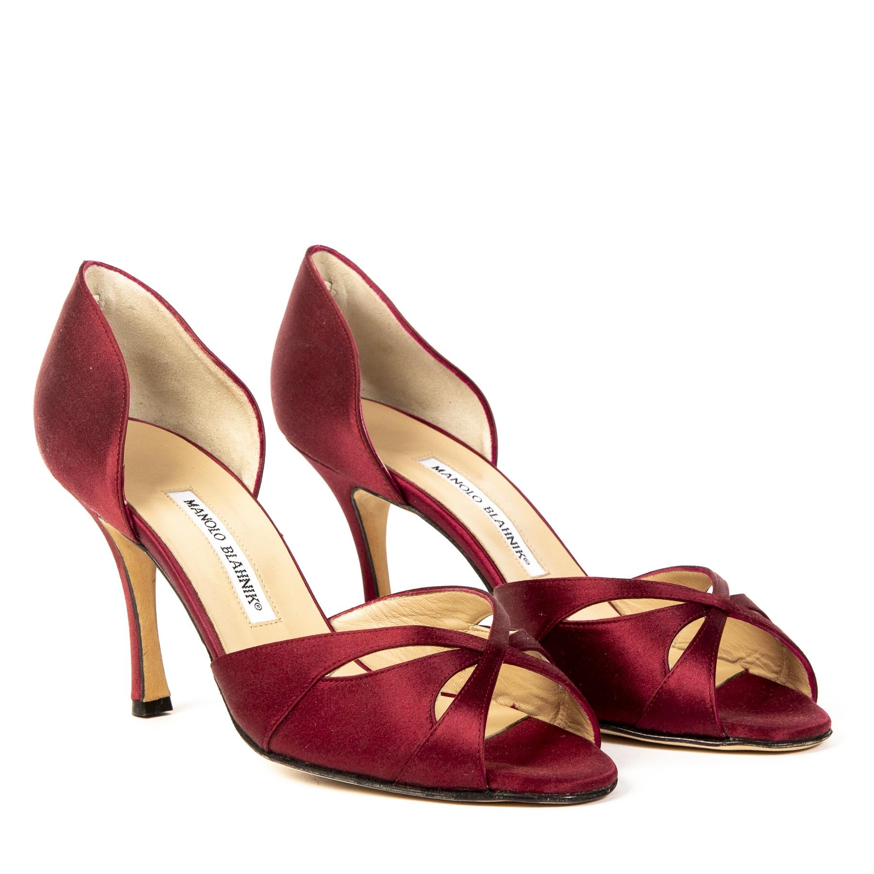 Authentieke Tweedehands Manolo Blahnik Bordeaux Satin Butterflop Peep Toe Heels juiste prijs veilig online shoppen luxe merken webshop winkelen Antwerpen België mode fashion