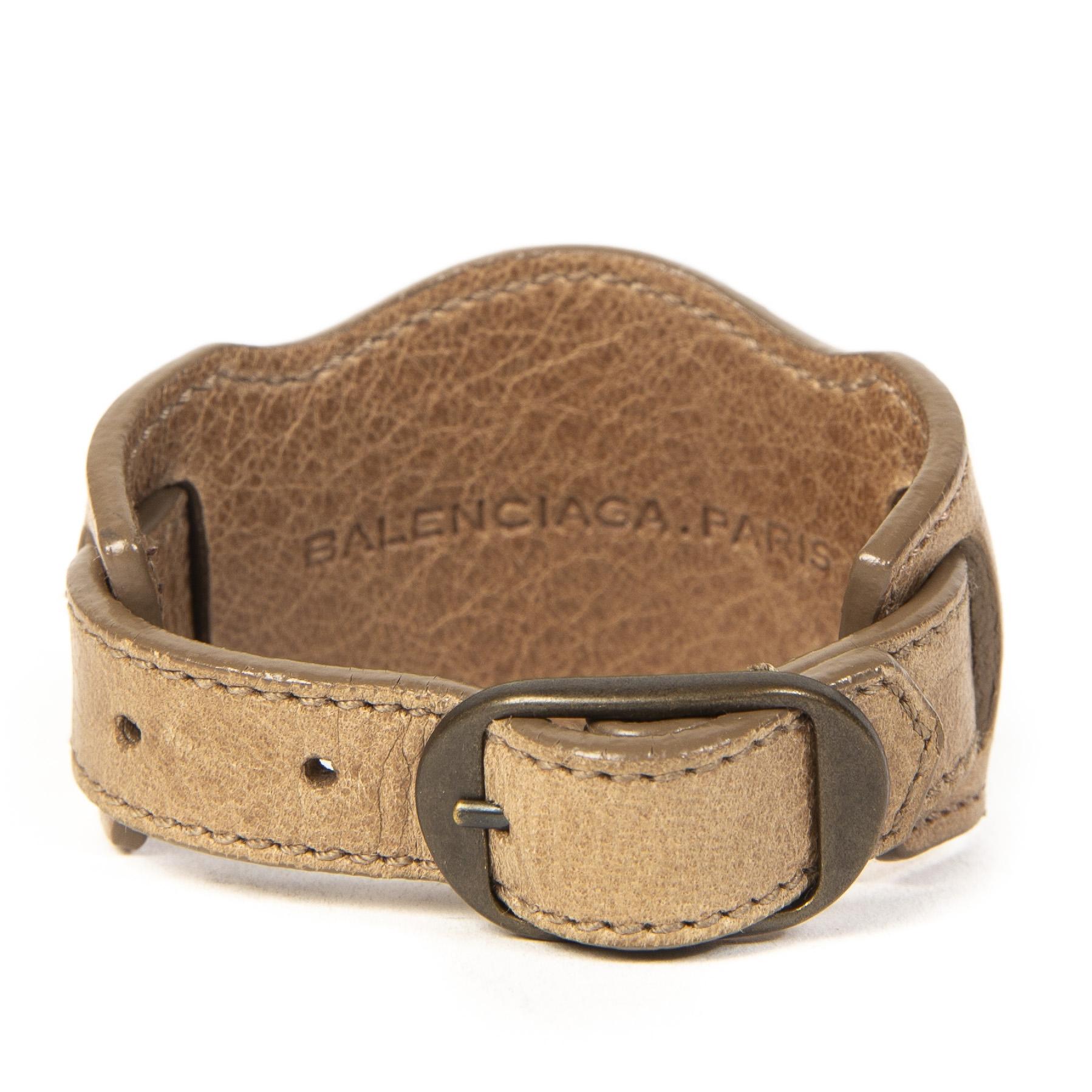 Authentieke tweedehands Balenciaga Beige Double Stud Bracelet juiste prijs veilig online winkelen LabelLOV webshop luxe merken winkelen Antwerpen België mode fashion