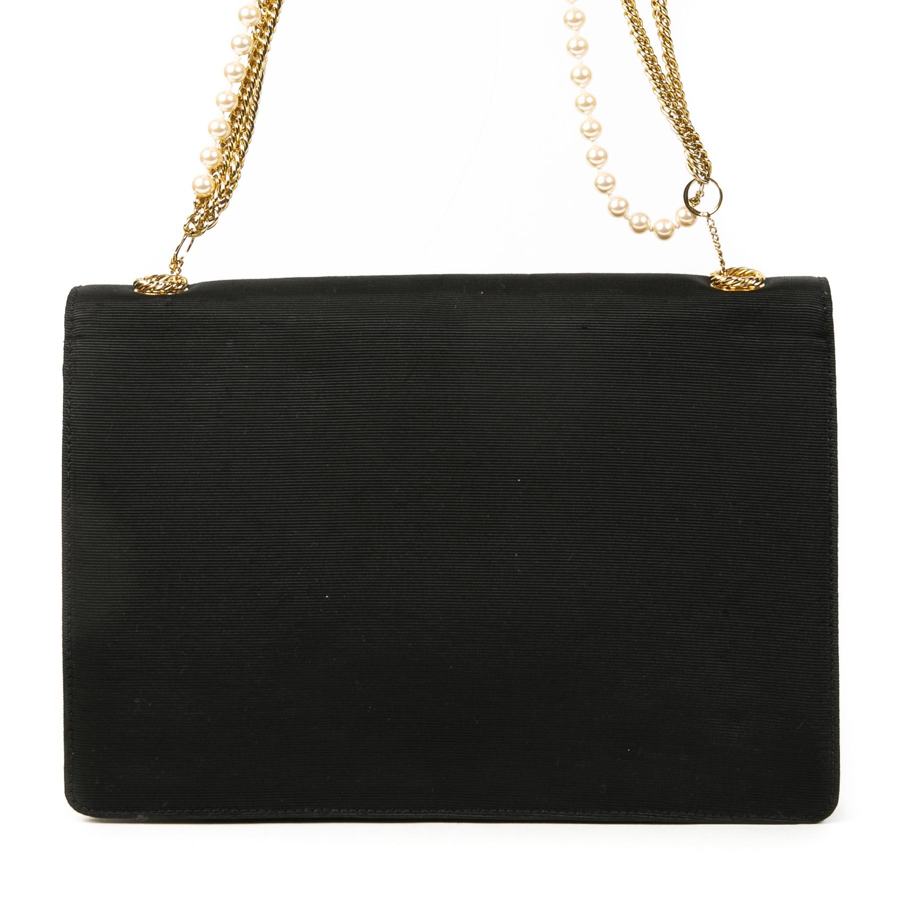 Authentieke Tweedehands Moschino Black Flap Bag with Pearl Chain juiste prijs veilig online shoppen luxe merken webshop winkelen Antwerpen België mode fashion